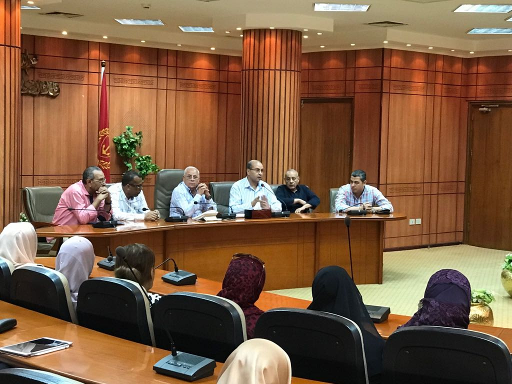 اجتماع محافظ بورسعيد ومديرى الإدارات التعليمية (1)