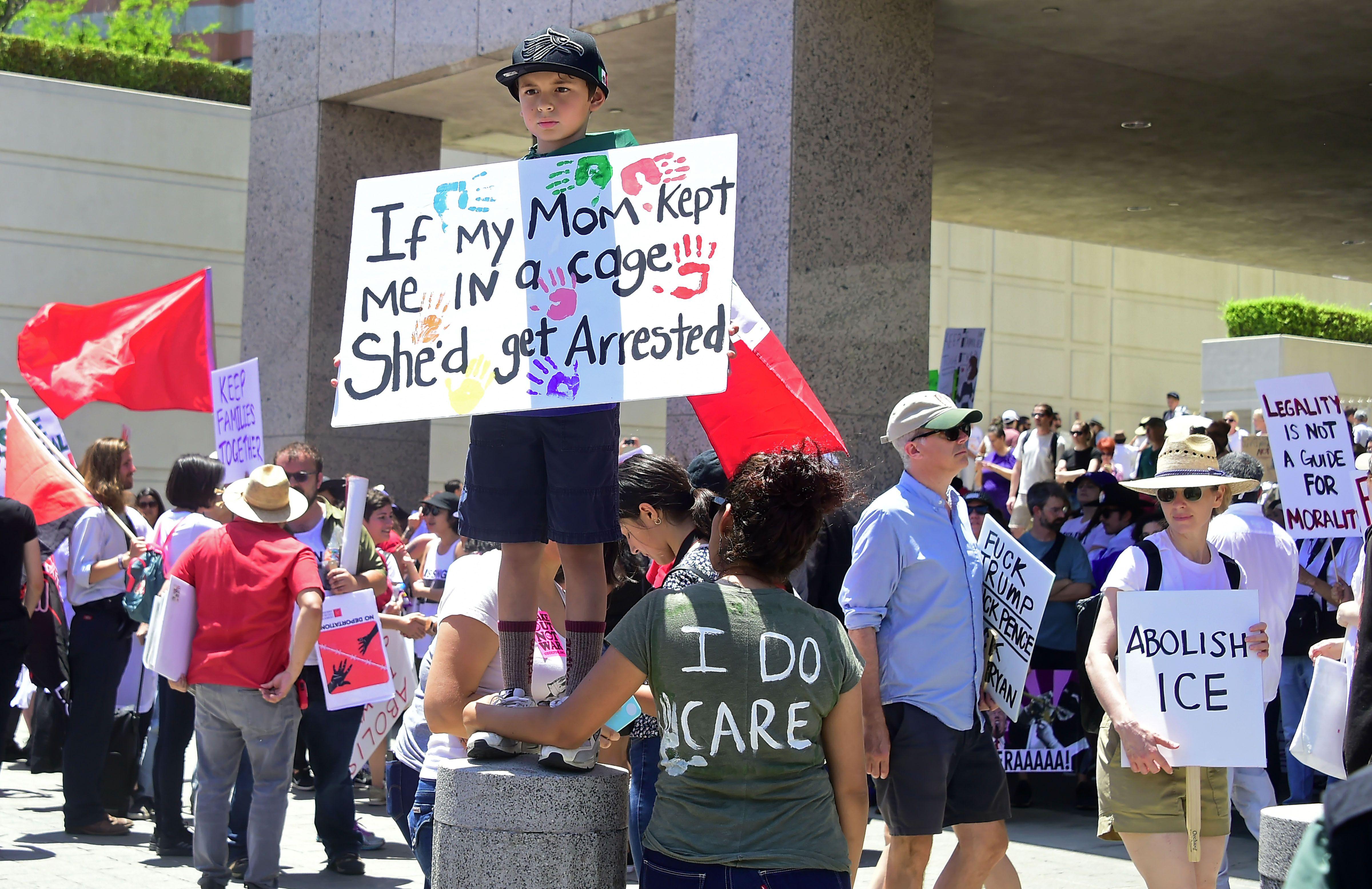 جانب من المظاهرات فى كاليفورنيا