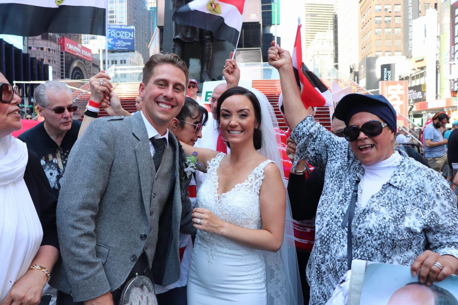 العروسان خلال الاحتفالات