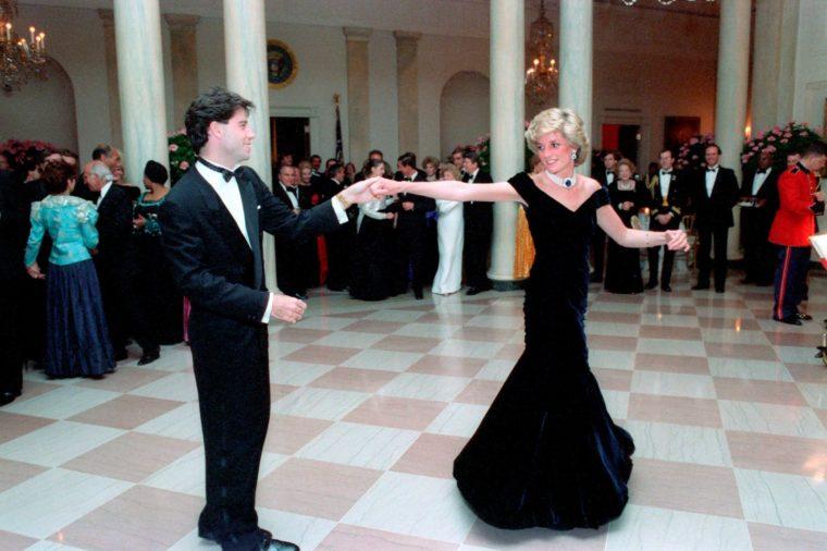 رقصة مع الممثل جون ترافولتا