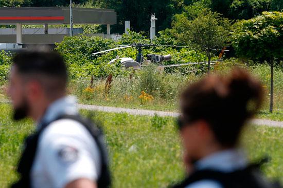 الشرطة الفرنسية فى موقع هبوط مروحية السجين الهارب