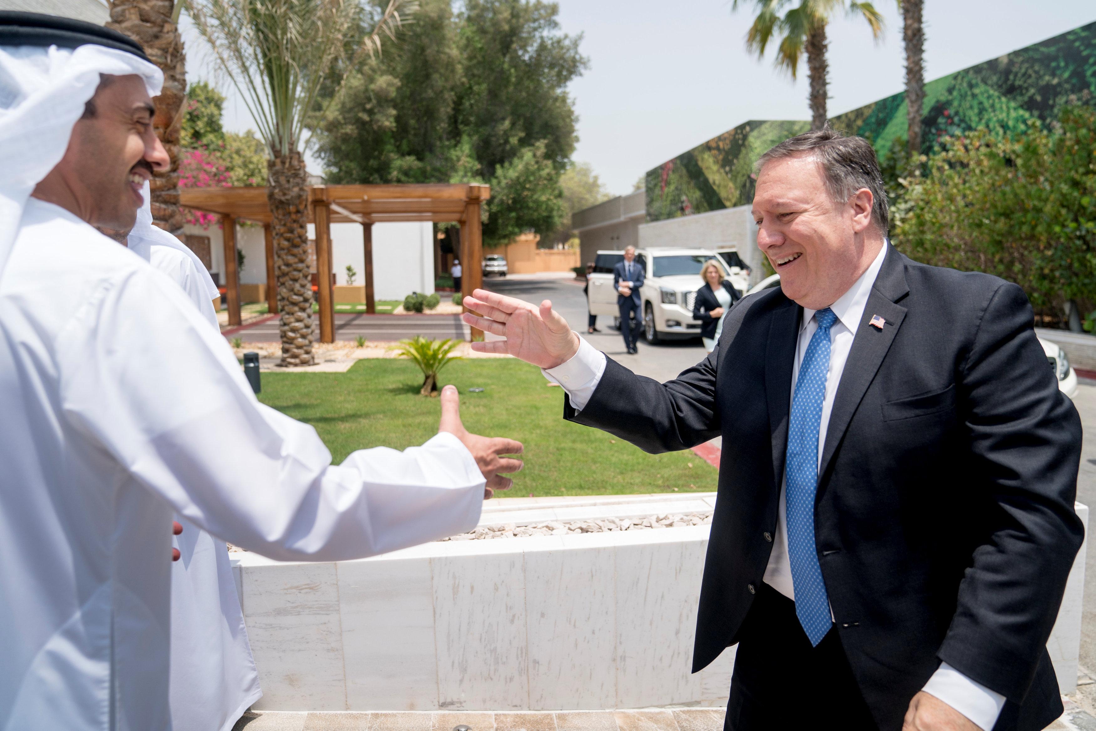 الشيخ محمد بن زايد أثناء استقباله وزير الخارجية الأمريكى