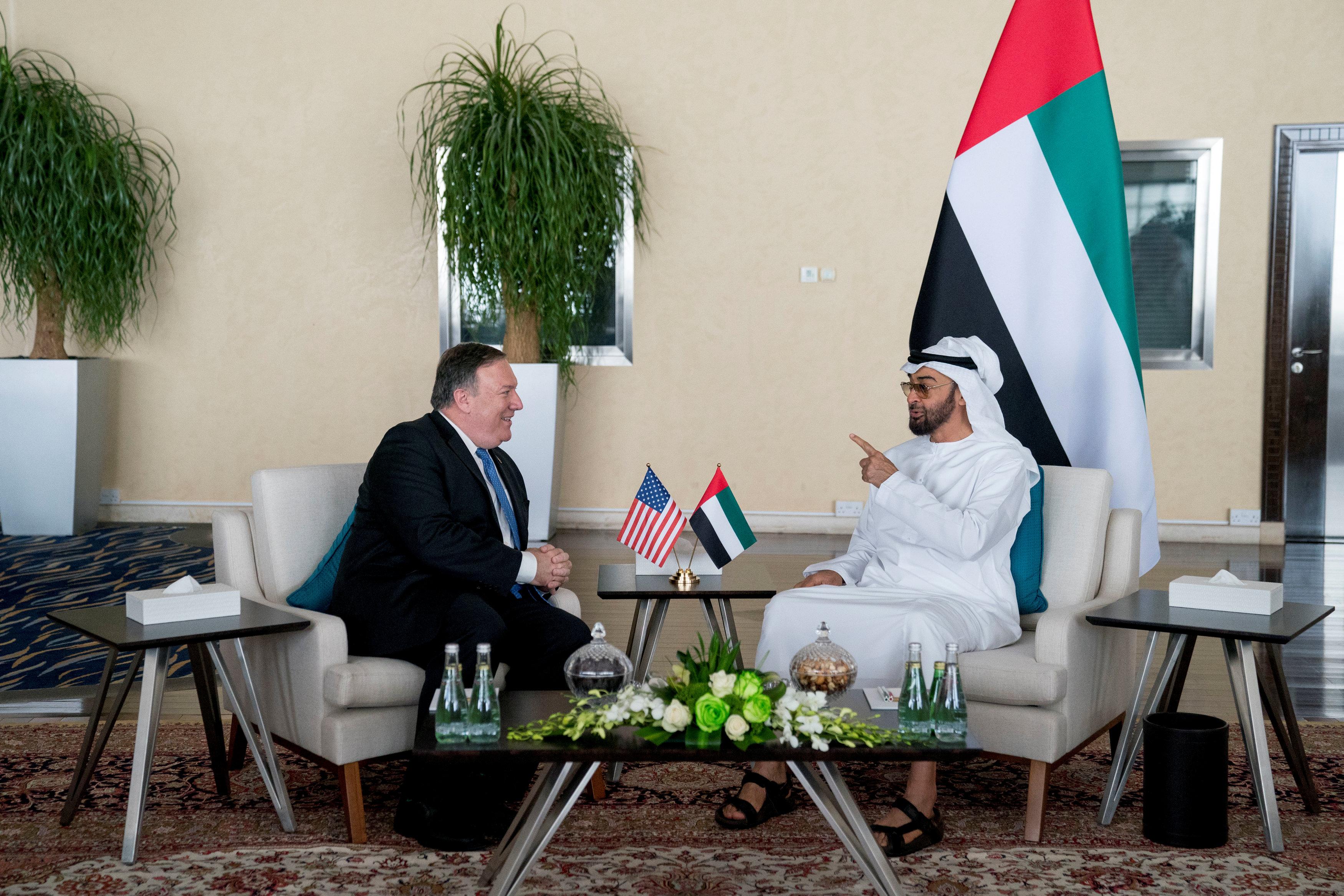 ولى عهد أبو ظبى فى حديث مع وزير الخارجية الأمريكى