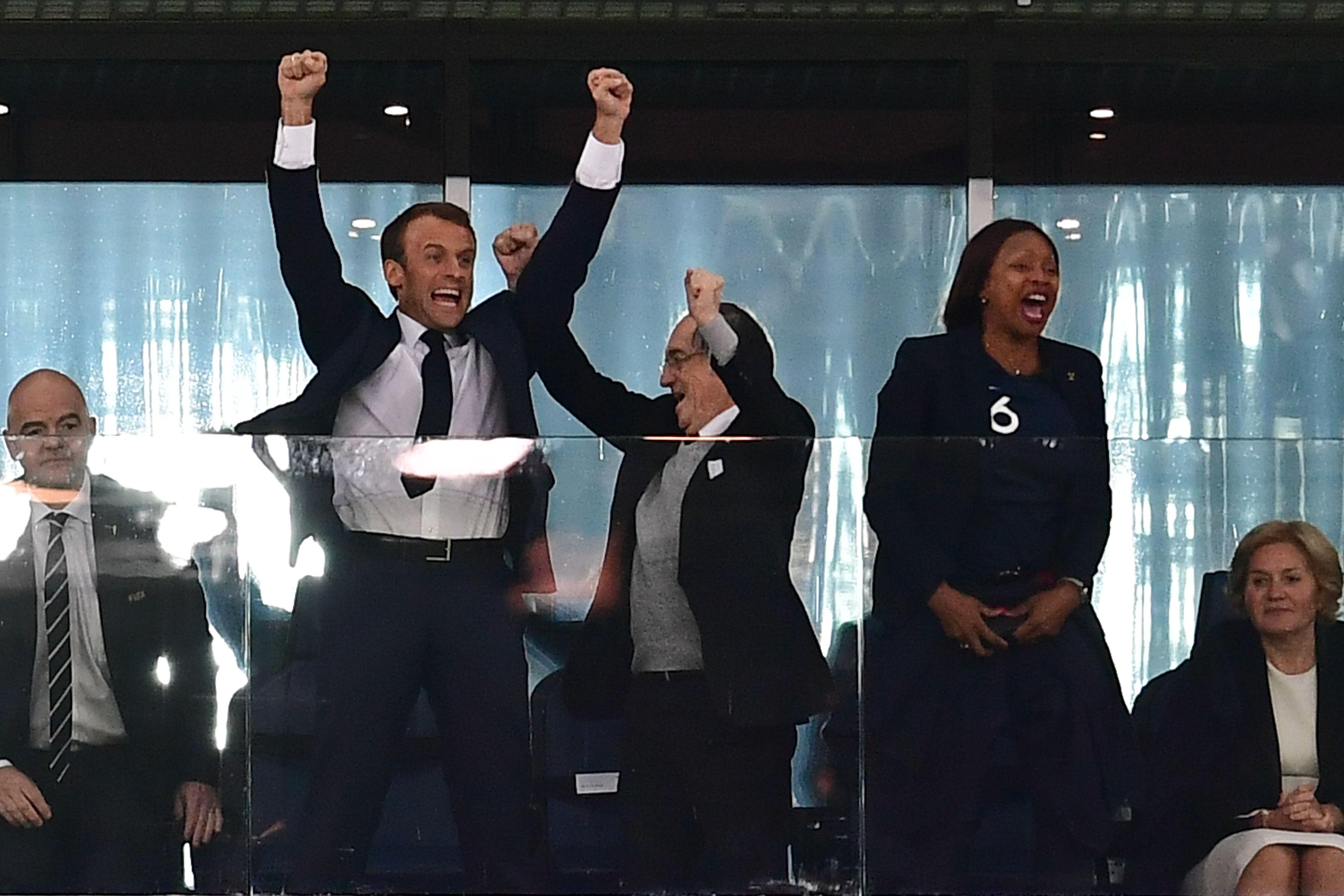 الرئيس الفرنسى يقفز فرحا بعد تأهل منتخب بلاده إلى نهائى كأس العالم