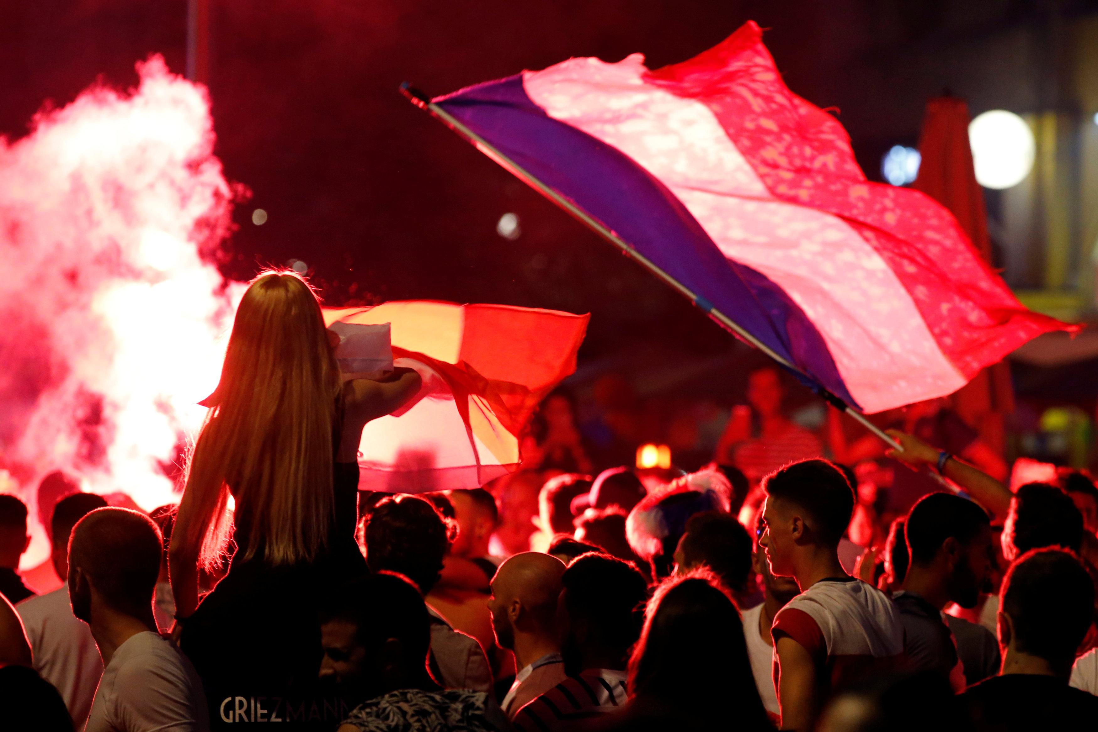 جانب من الاحتفالات للجمهور الفرنسى