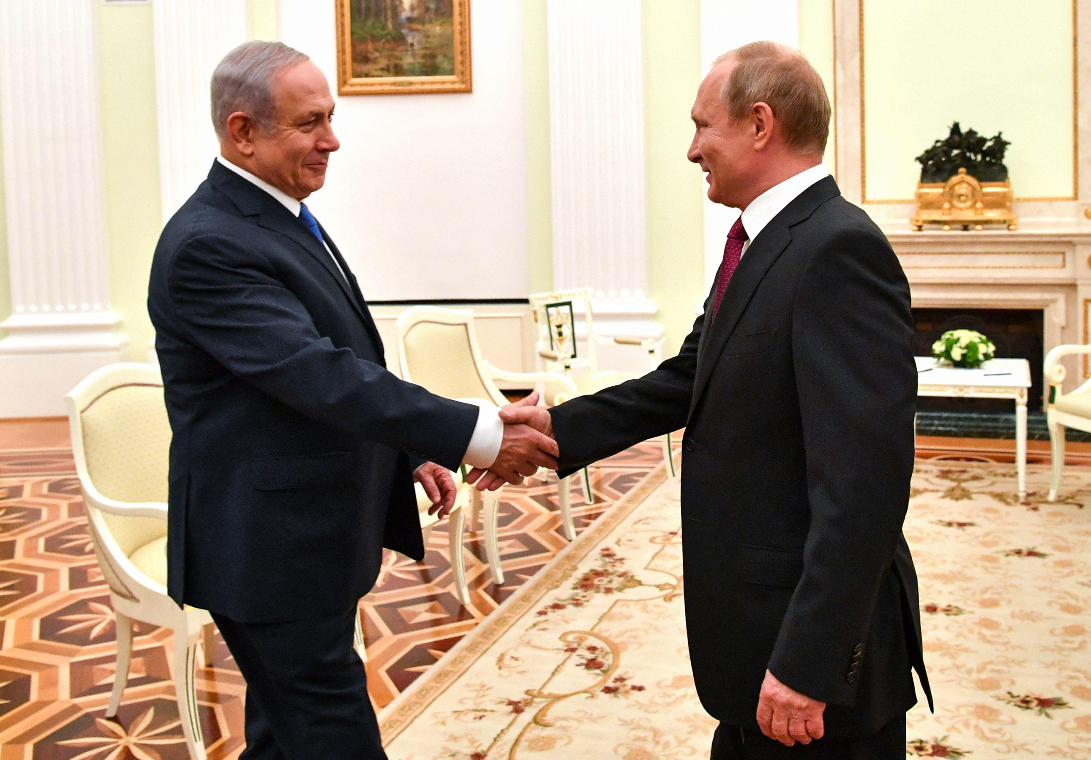 بوتين يصافح نتيناهو
