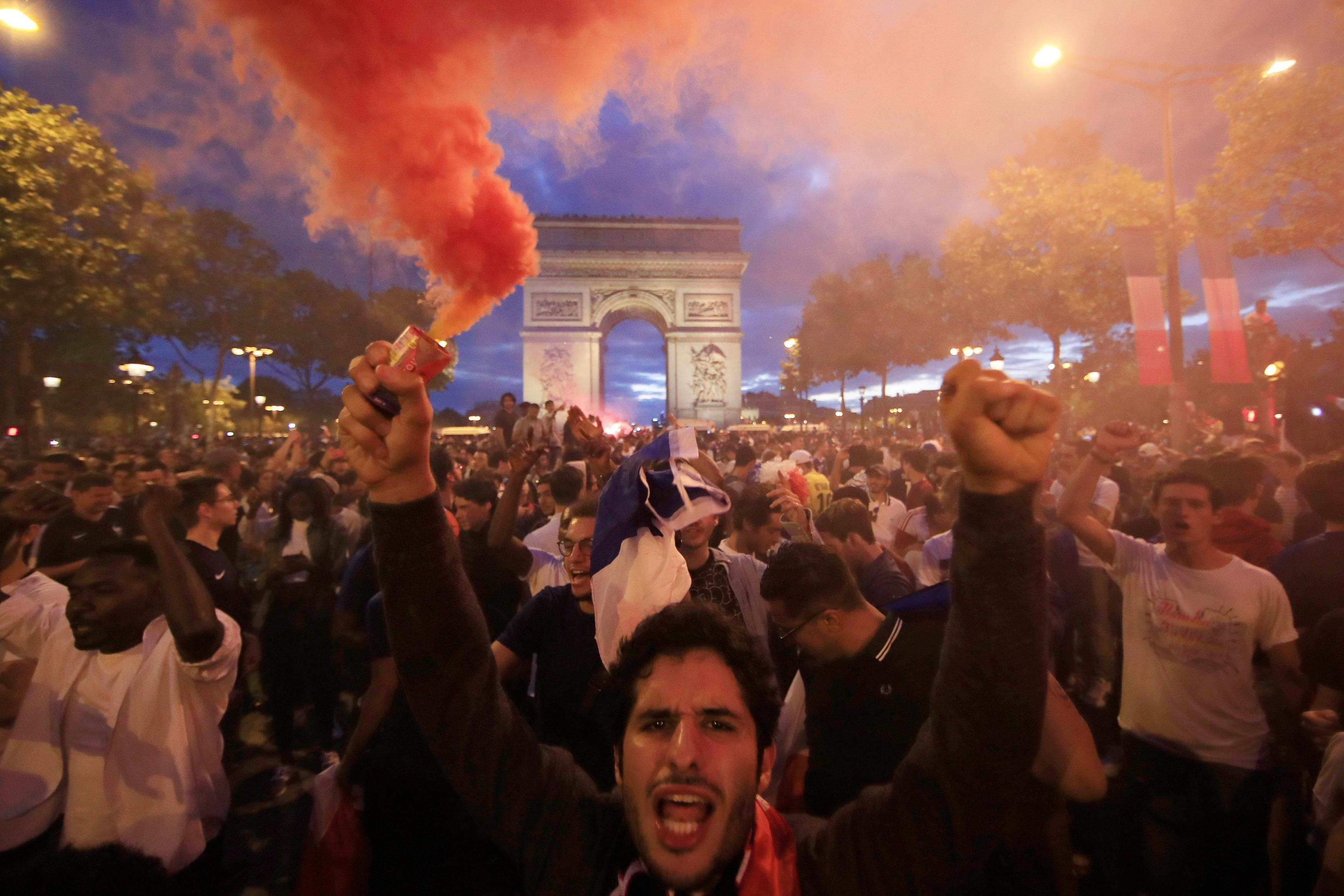 احتفالات صعود المنتخب الفرنسى