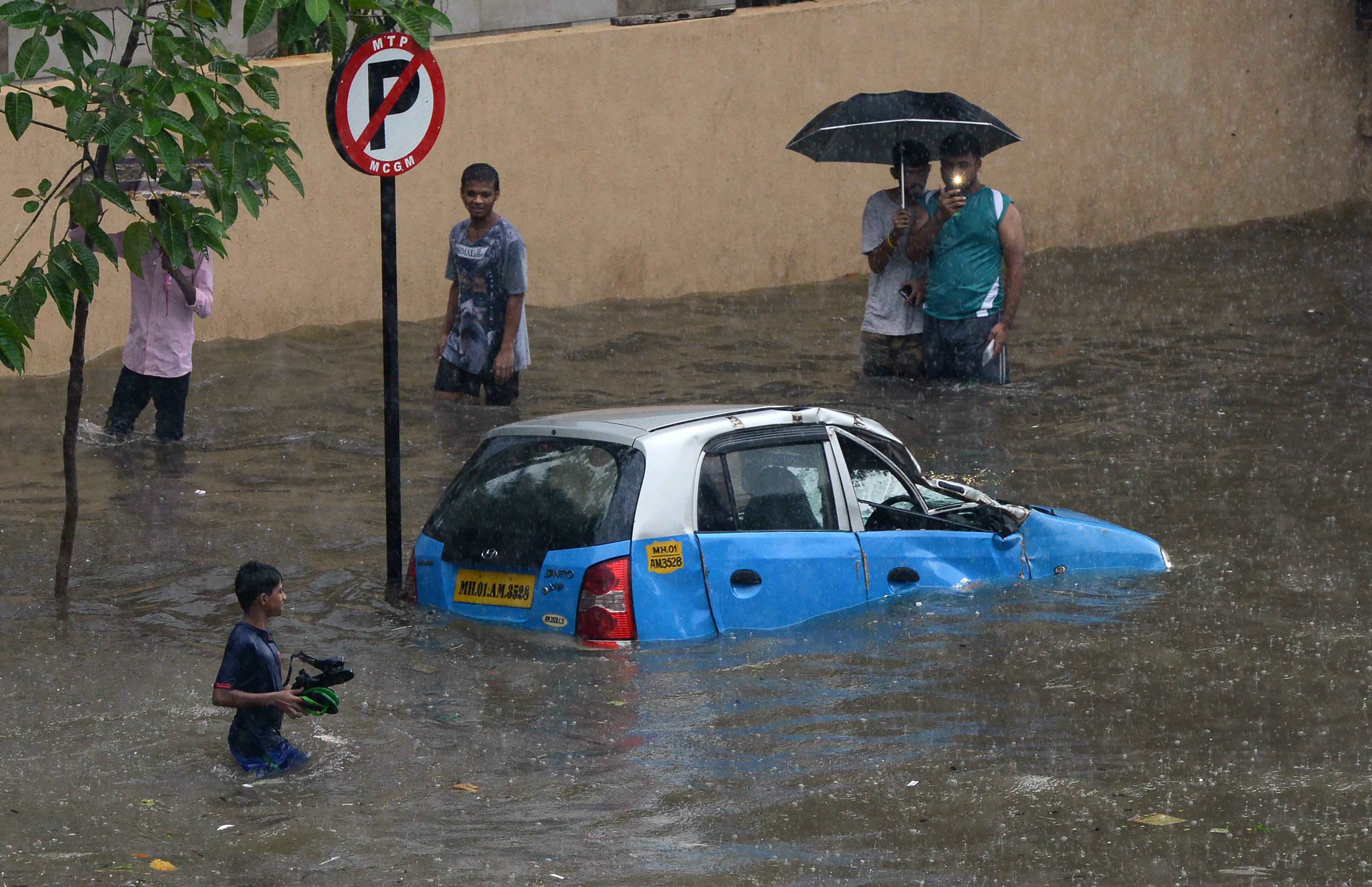 غرق سيارات فى الأمطار