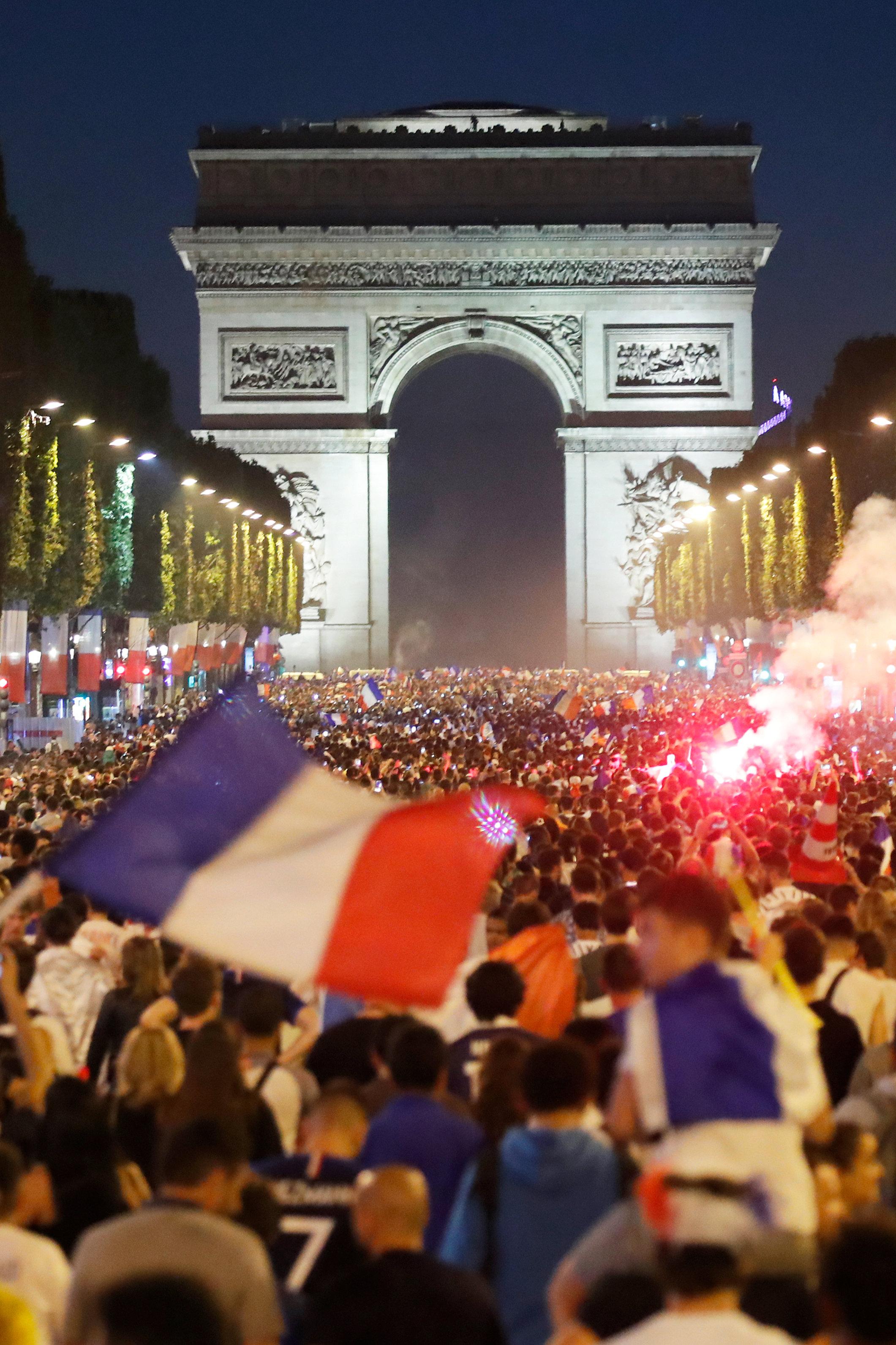 احتفالات المشجعين الفرنسيين