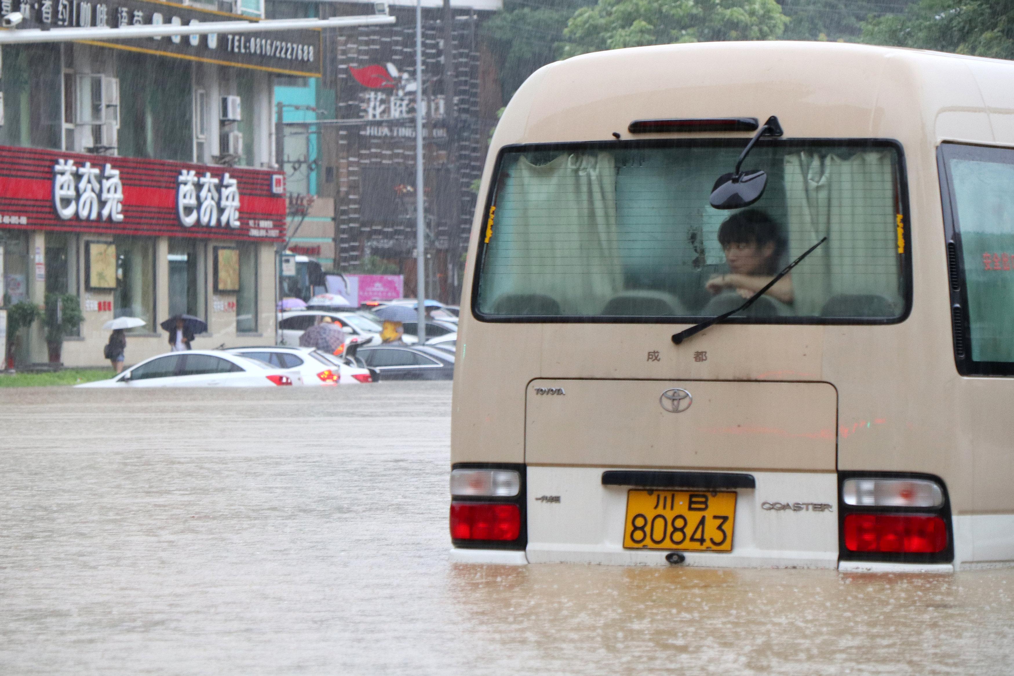 ارتفاع منسوب المياه فى الشوارع