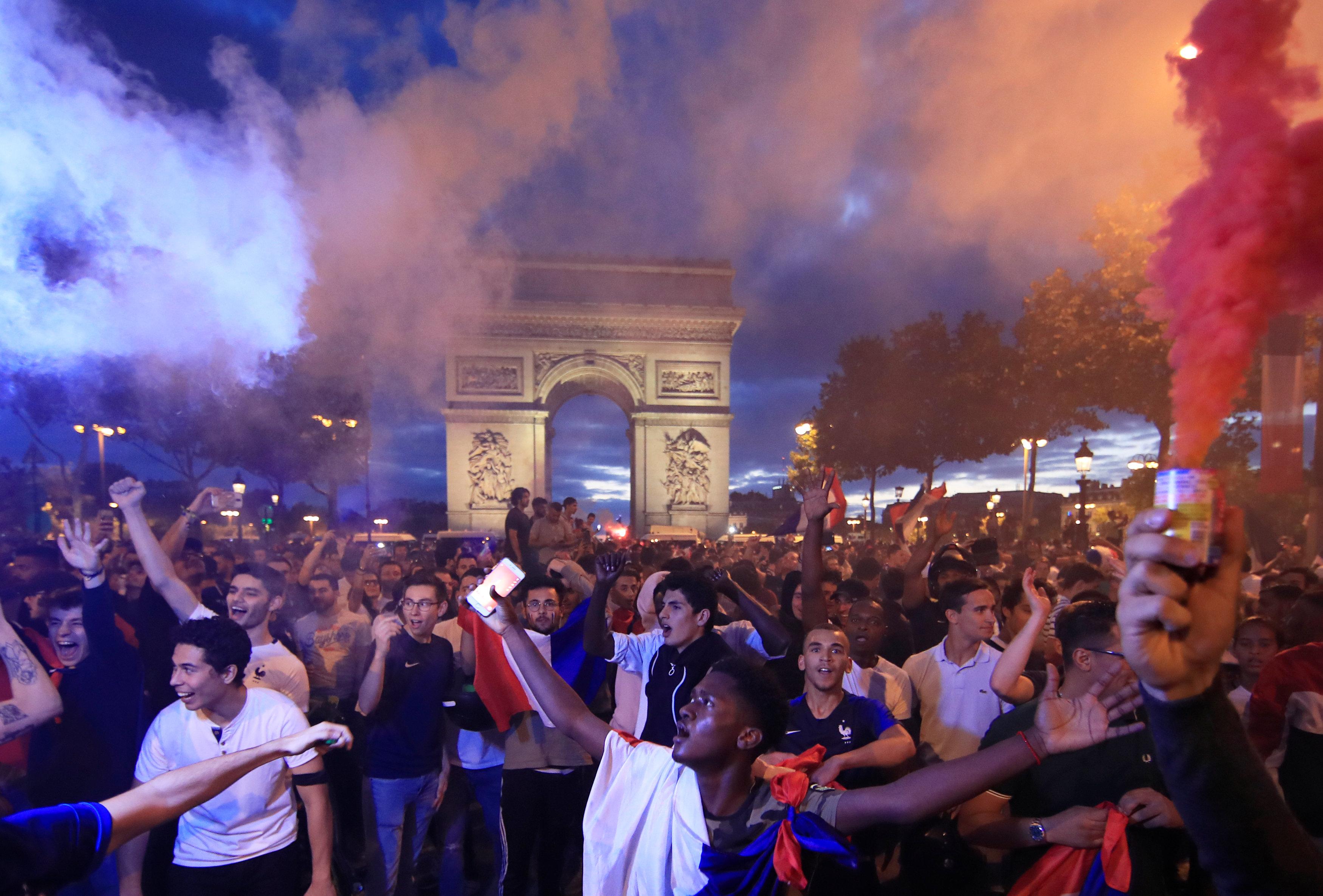 الفرنسيون يحتفلون بالصعود