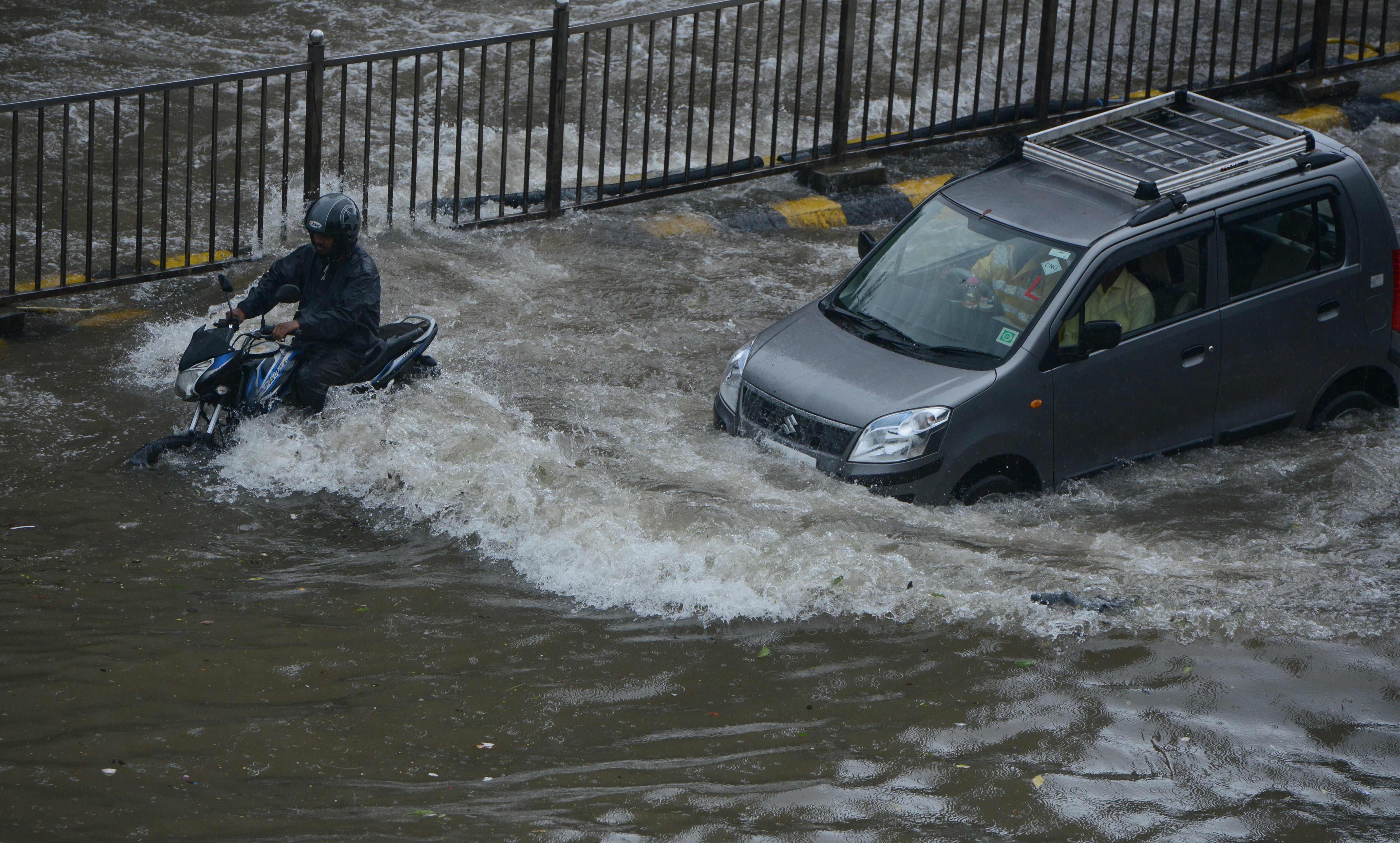 غرق مواطنين هنود فى الأمطار