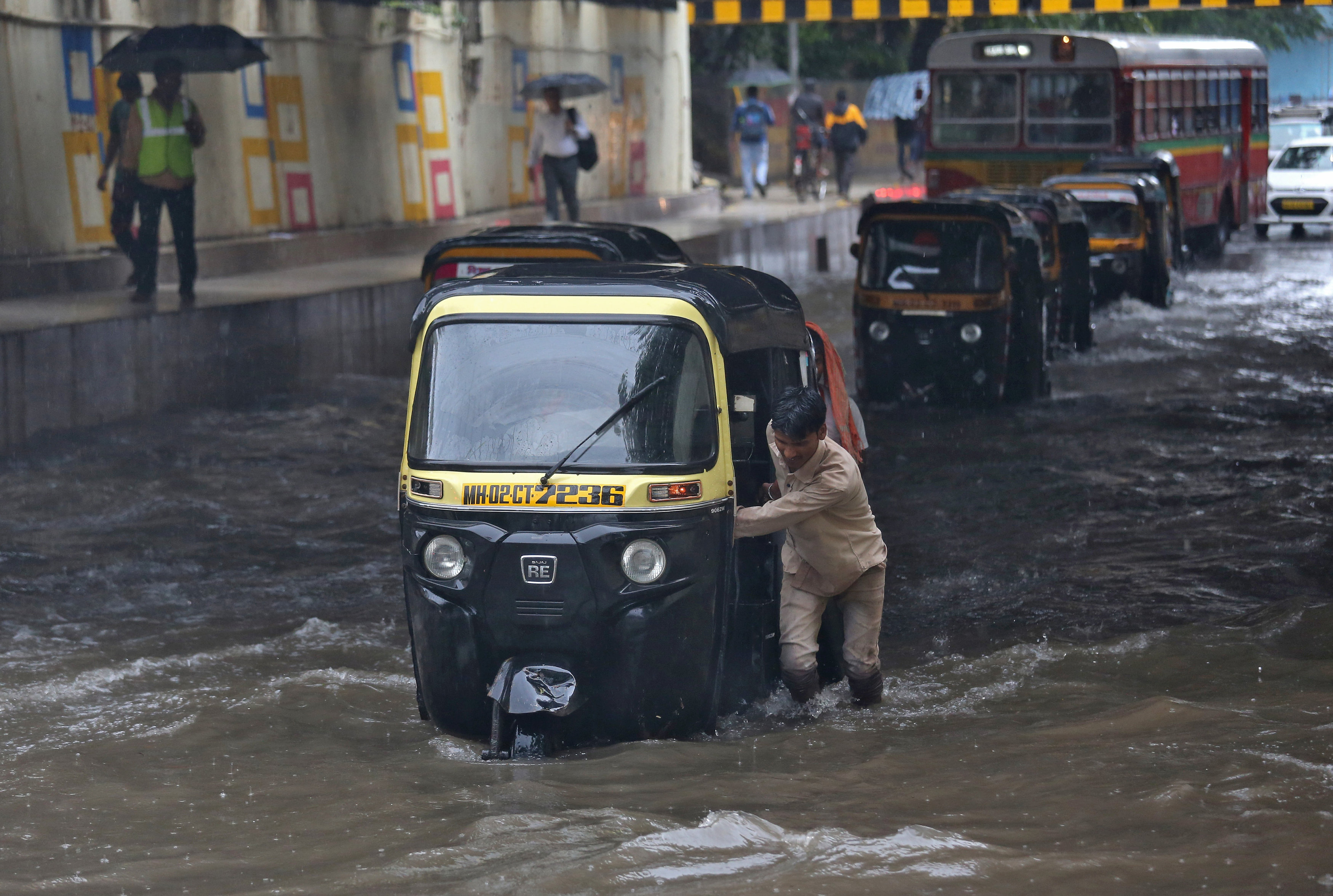 جانب من الأمطار فى الهند