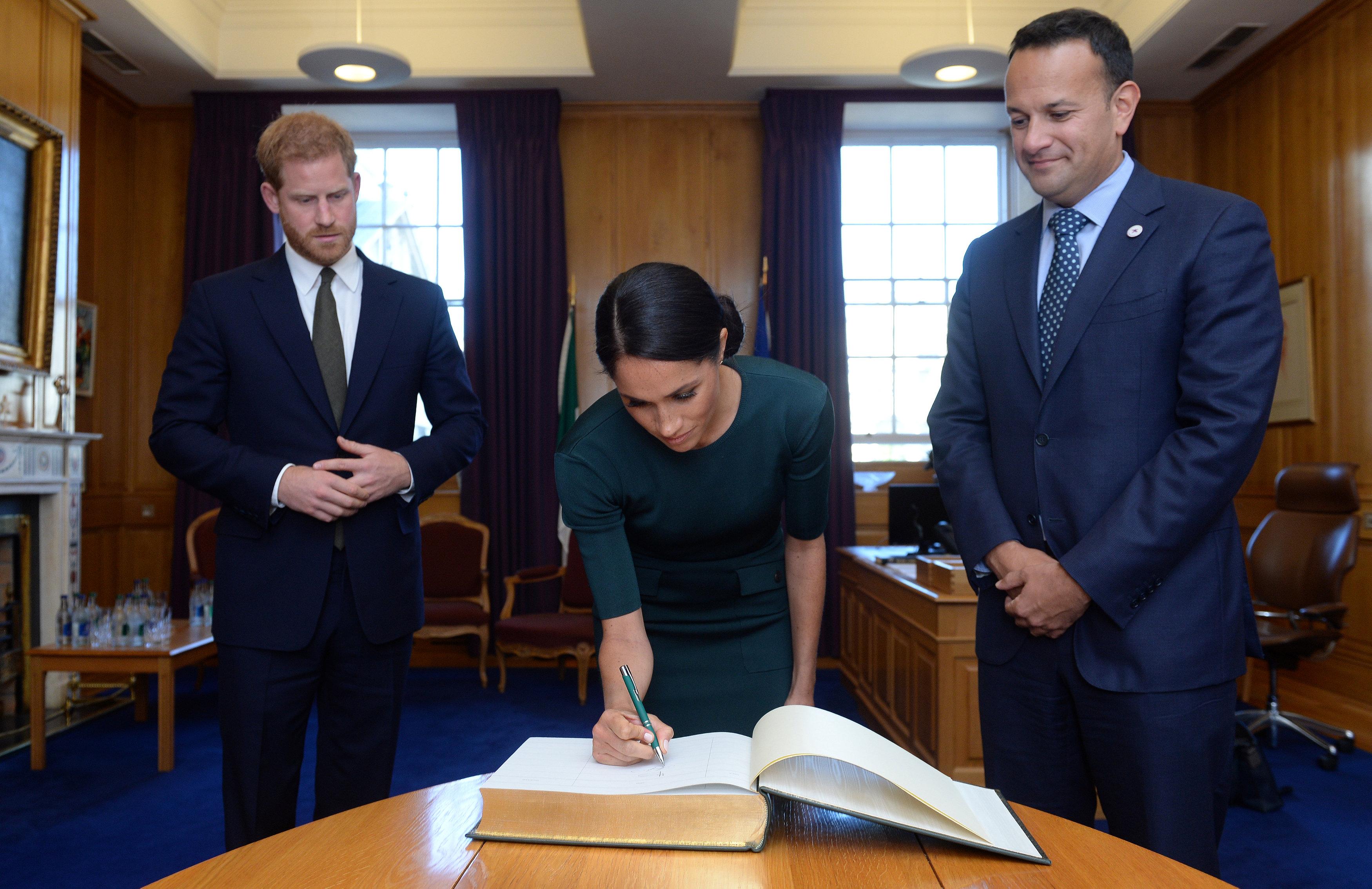 وصول الأمير هارى وزوجته إلى دبلن