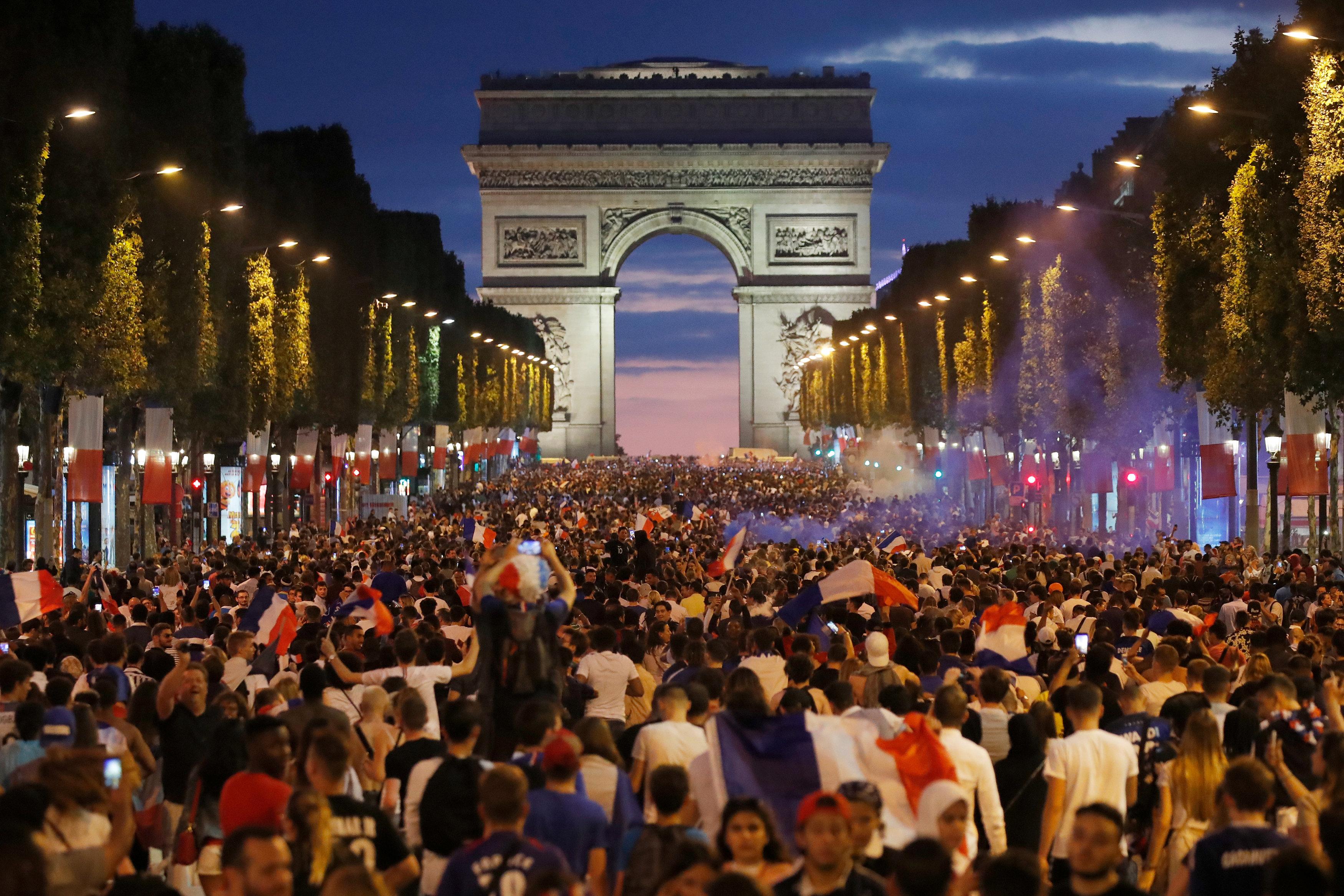 جانب من احتفالات مشجعو فرنسا
