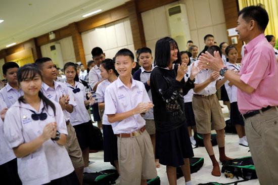 تضامن طلاب تايلاند مع أطفال الكهف