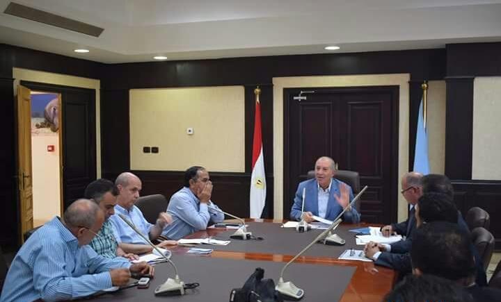 لقاء المحافظ مع مسئولى وزارة التخطيط