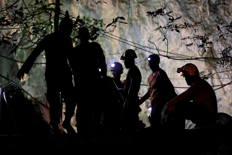 جانب من رجال إنقاذ تايلاند