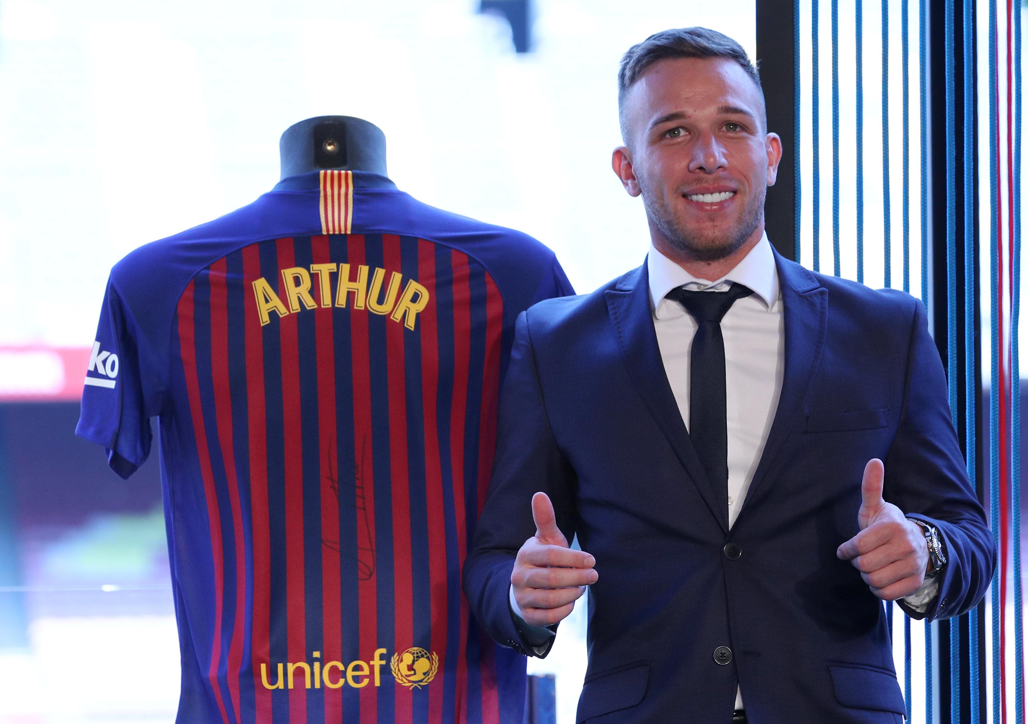 ارثر ميلو لاعب برشلونة الجديد (4)