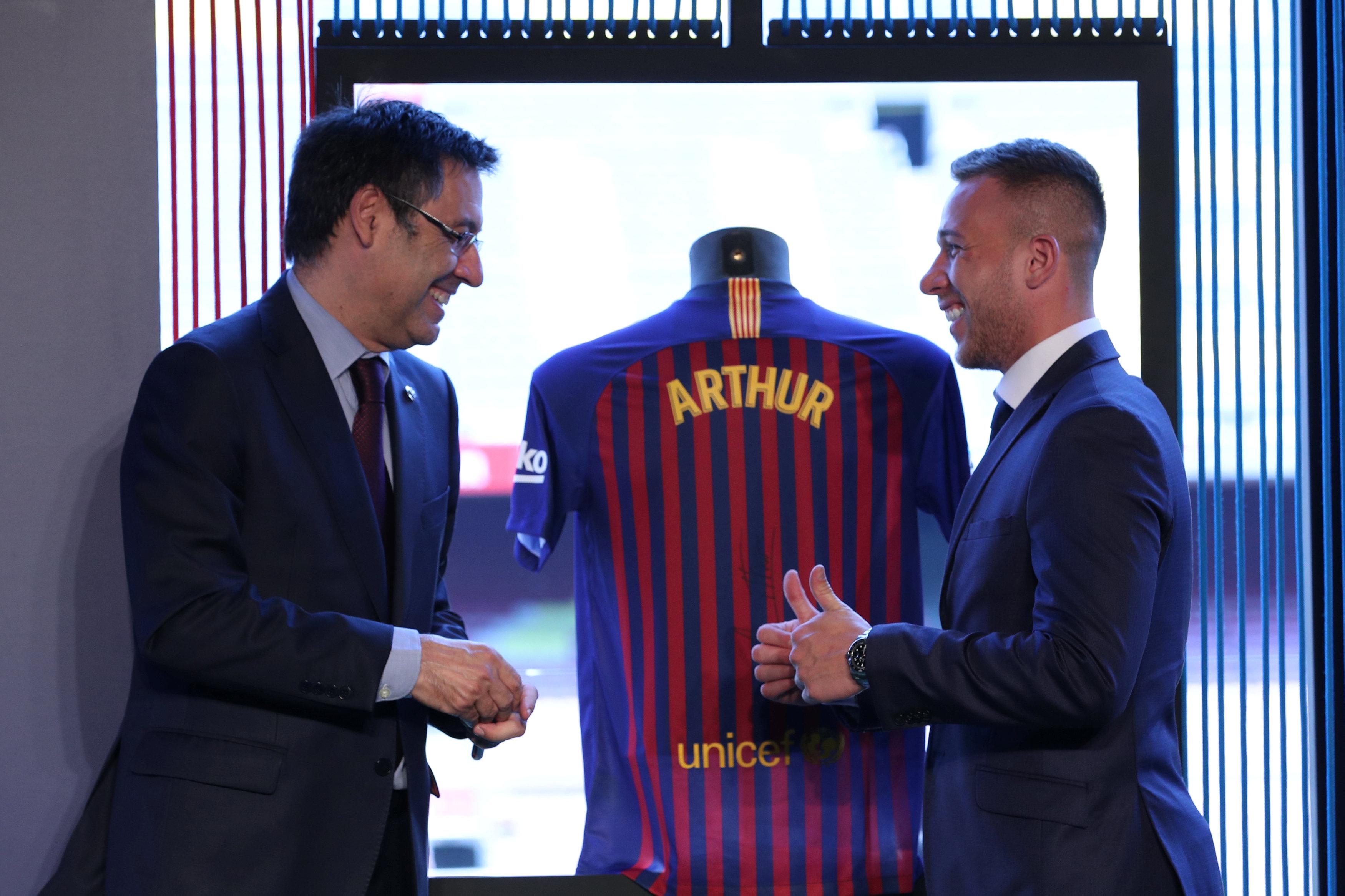 ارثر ميلو لاعب برشلونة الجديد (5)
