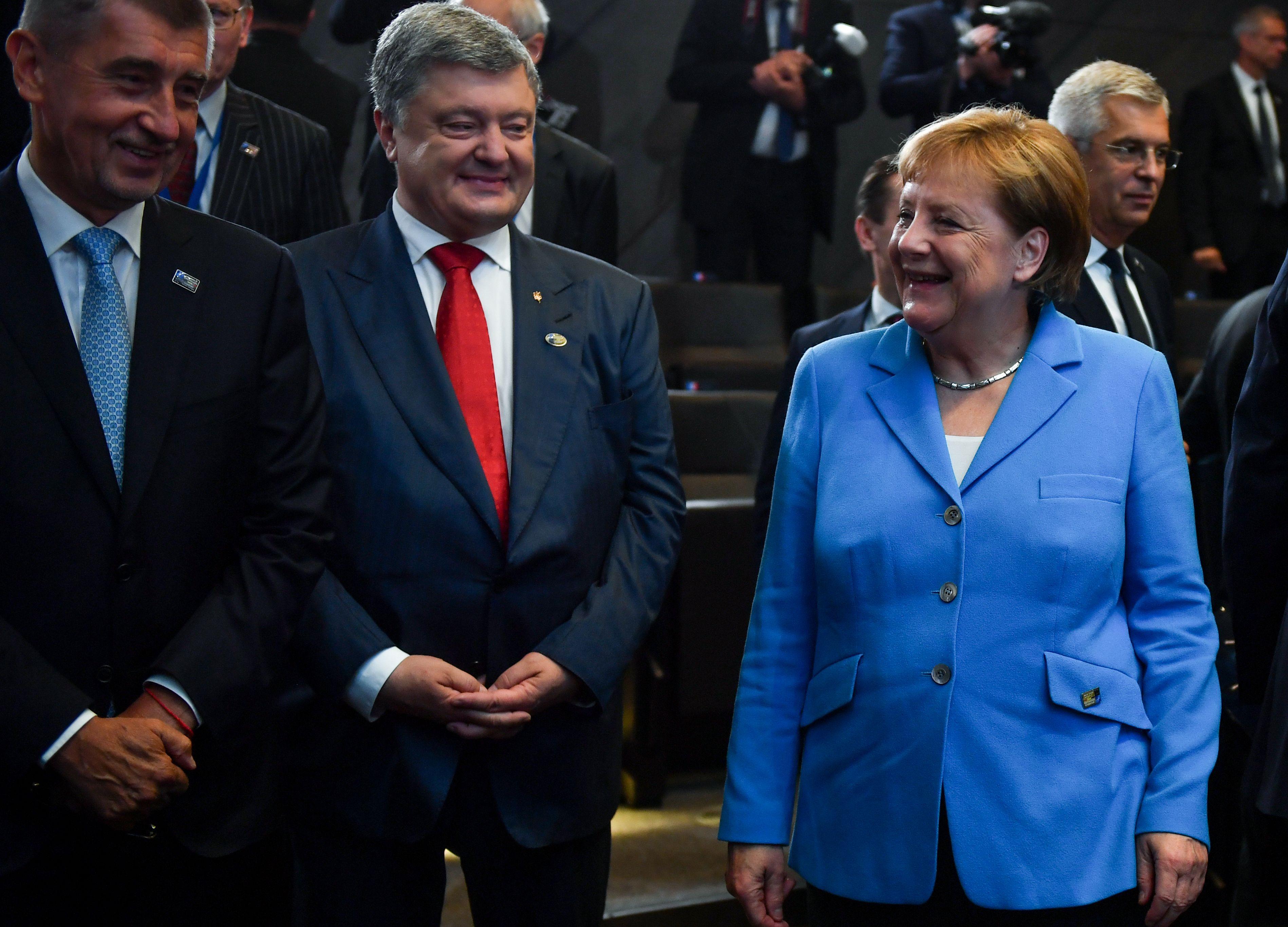 الرئيس الأوكرانى وميركل