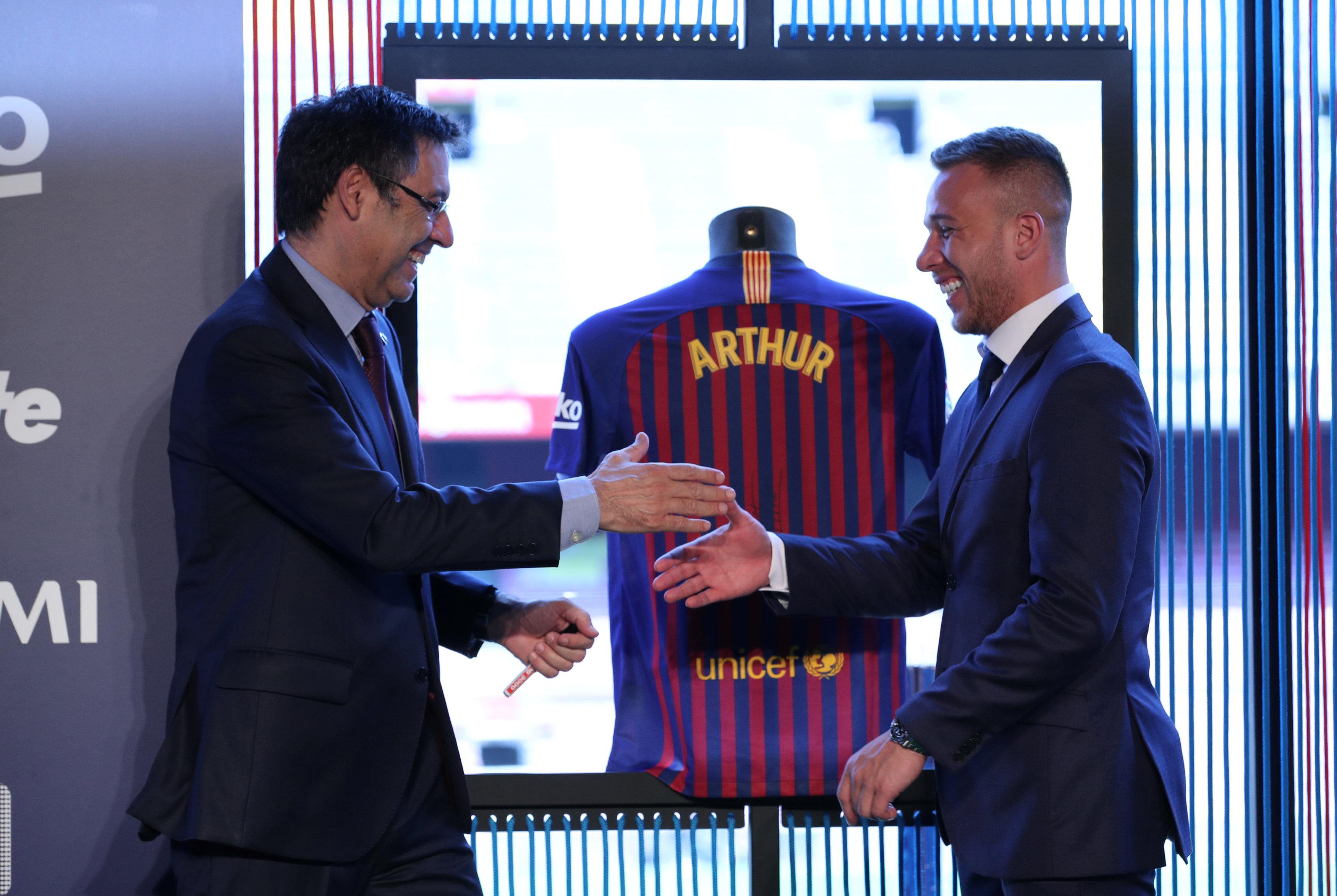 ارثر ميلو لاعب برشلونة الجديد (6)