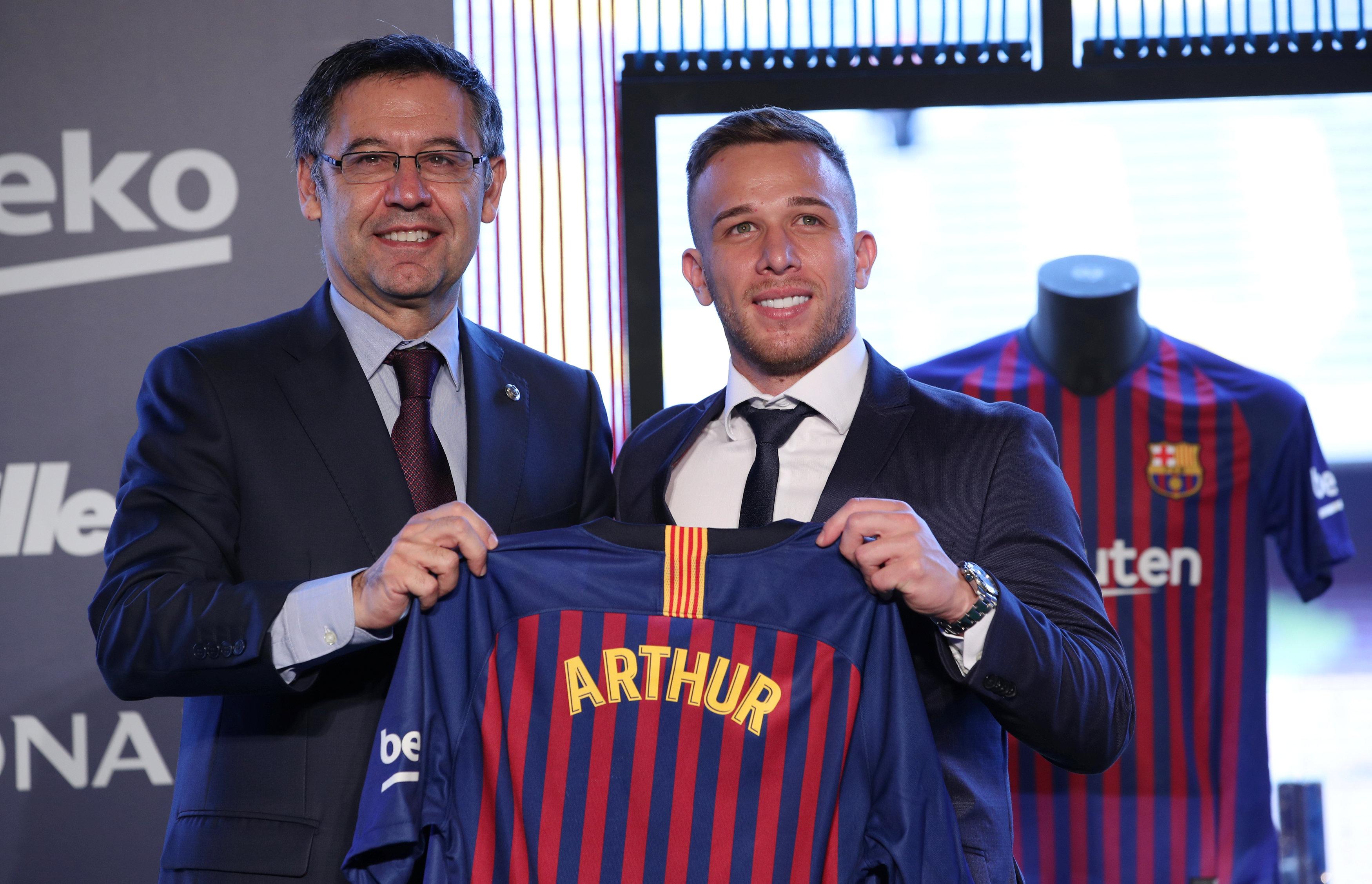 ارثر ميلو لاعب برشلونة الجديد (2)