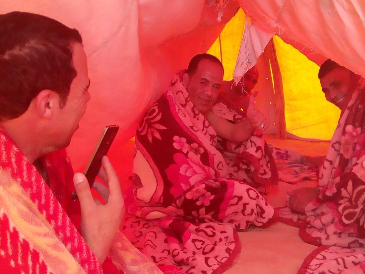 مجموعة من شمال سيناء داخل الخيمة عقب حمام الرمال فى سيوة