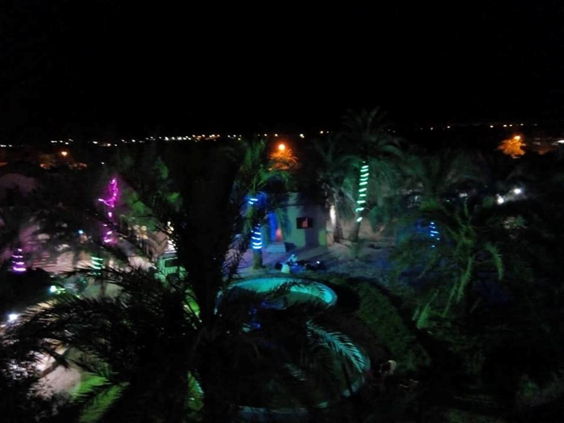 أجواء واحة سيوة ليلاً واستمتاع الزائرين بالهدوء والطبيعة البكر