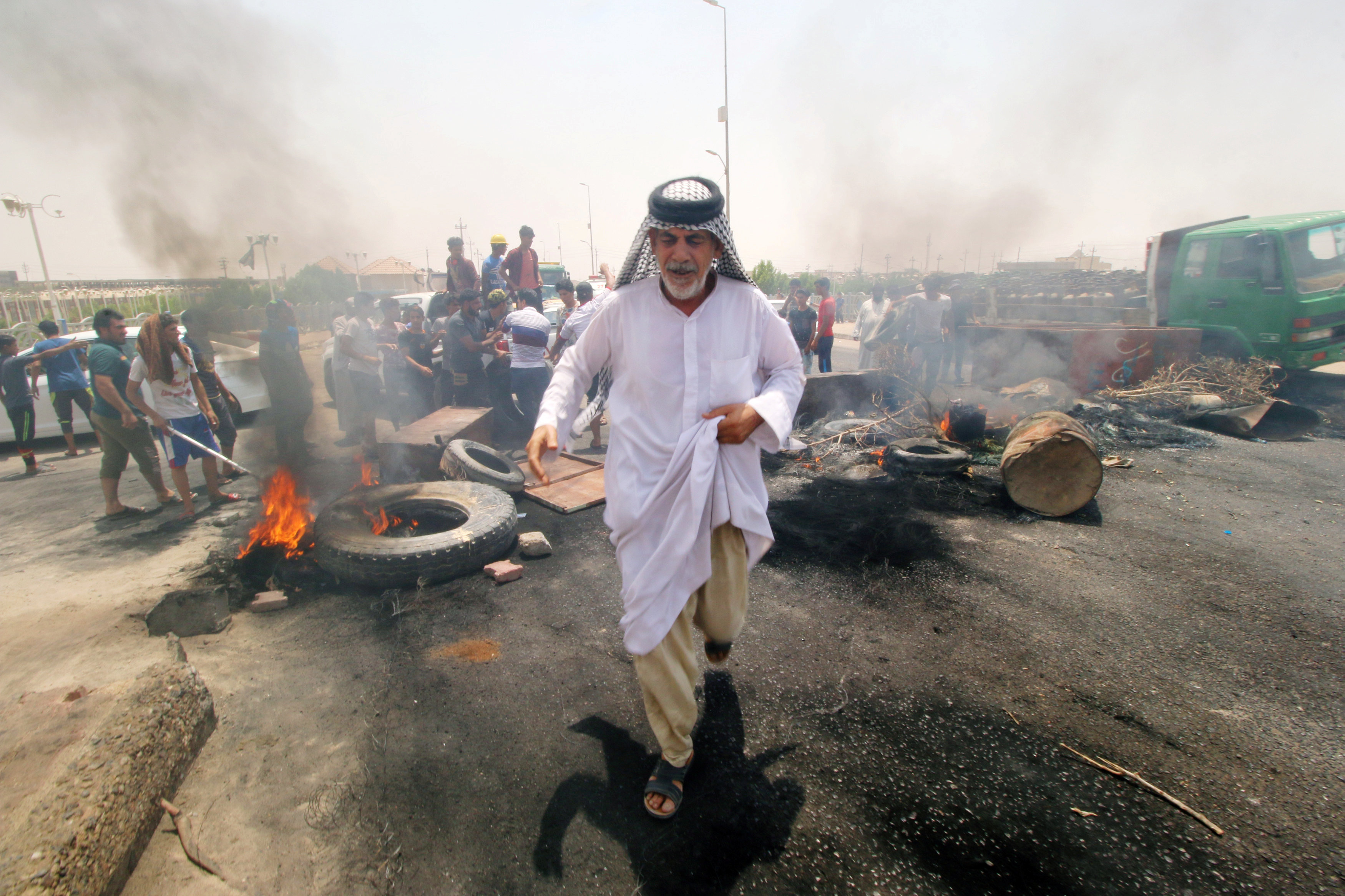 عراقى وسط الاحتجاجات