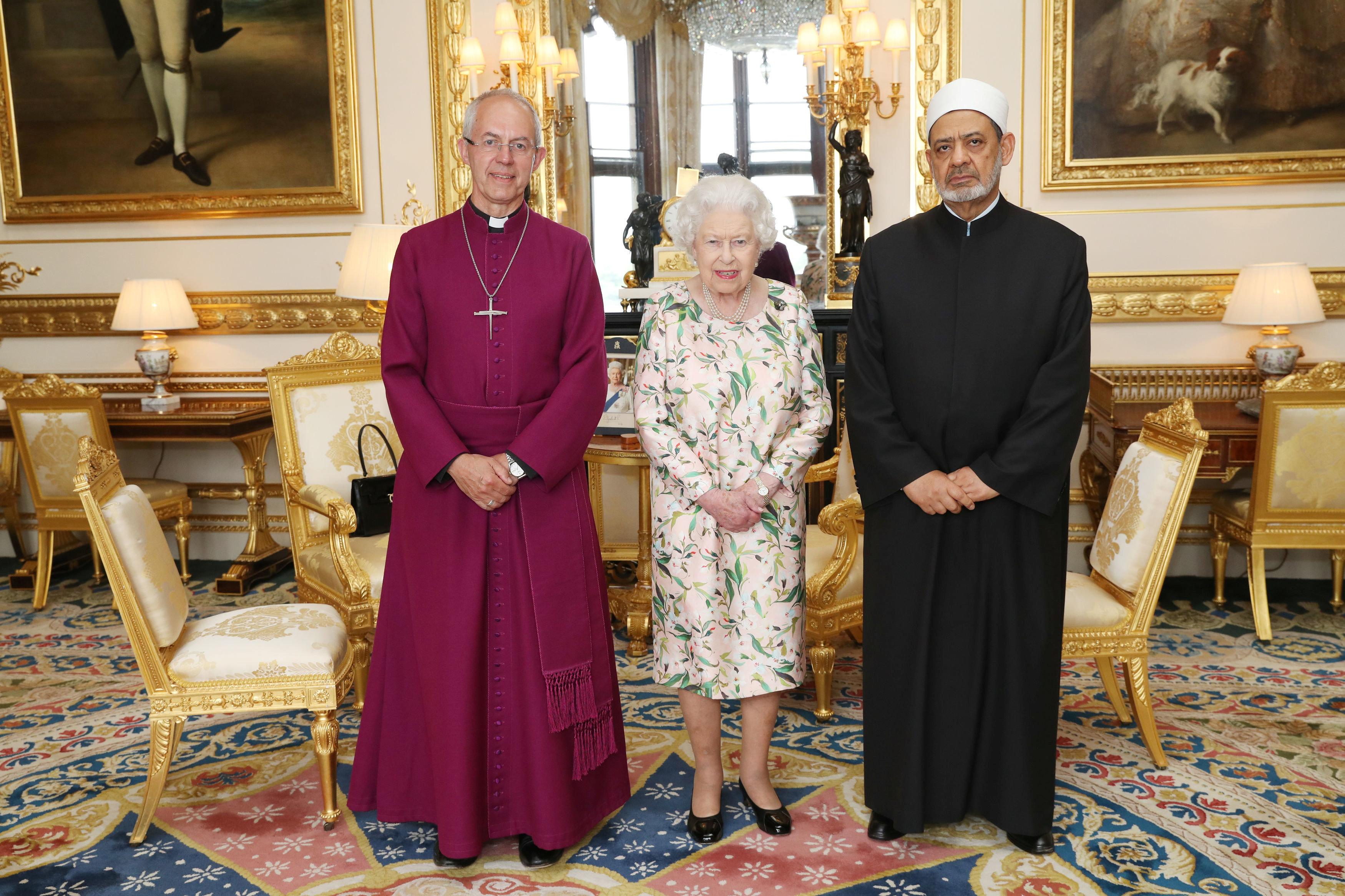 الإمام الأكبر مع ملكة بريطانيا وكبير أساقفة كنيسة كانتربرى