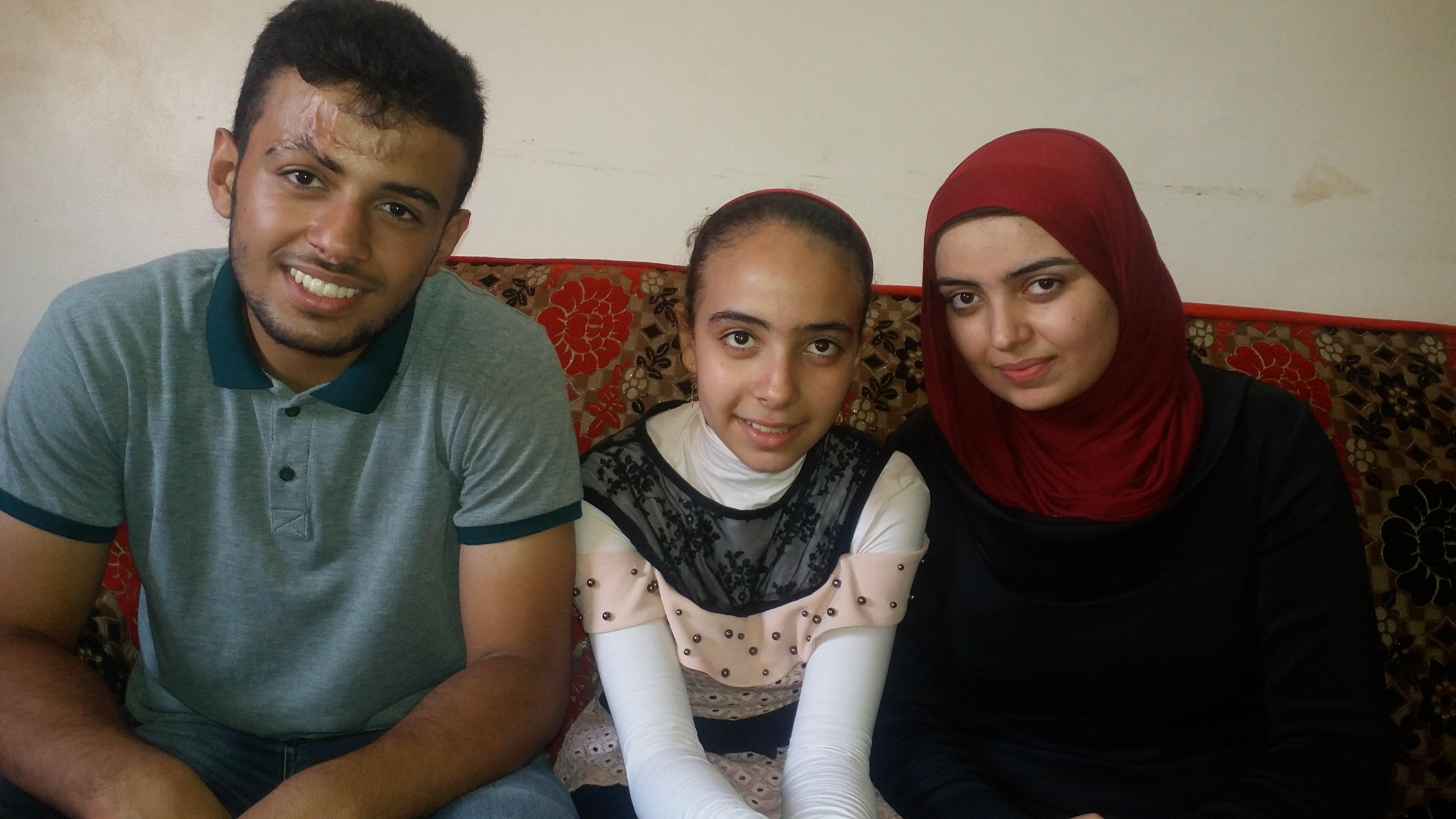 احمد وشقيقتاه
