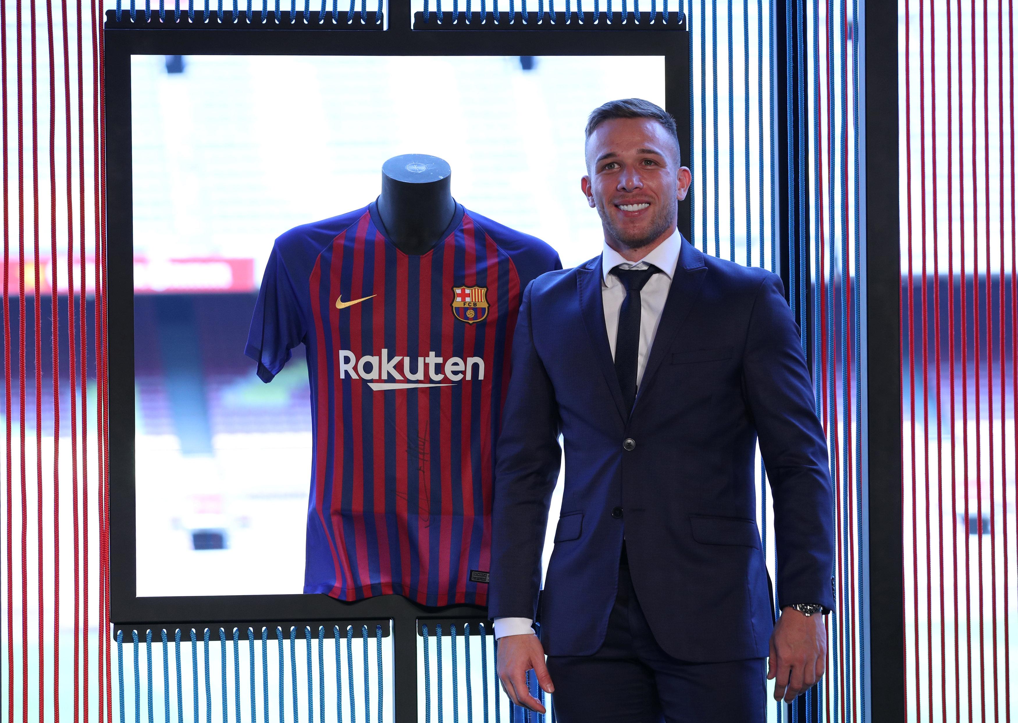 ارثر ميلو لاعب برشلونة الجديد (7)