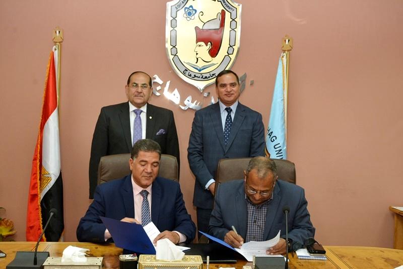 المحافظ يشهد توقيع بروتوكول بين الجامعة وشركة المياه (3)