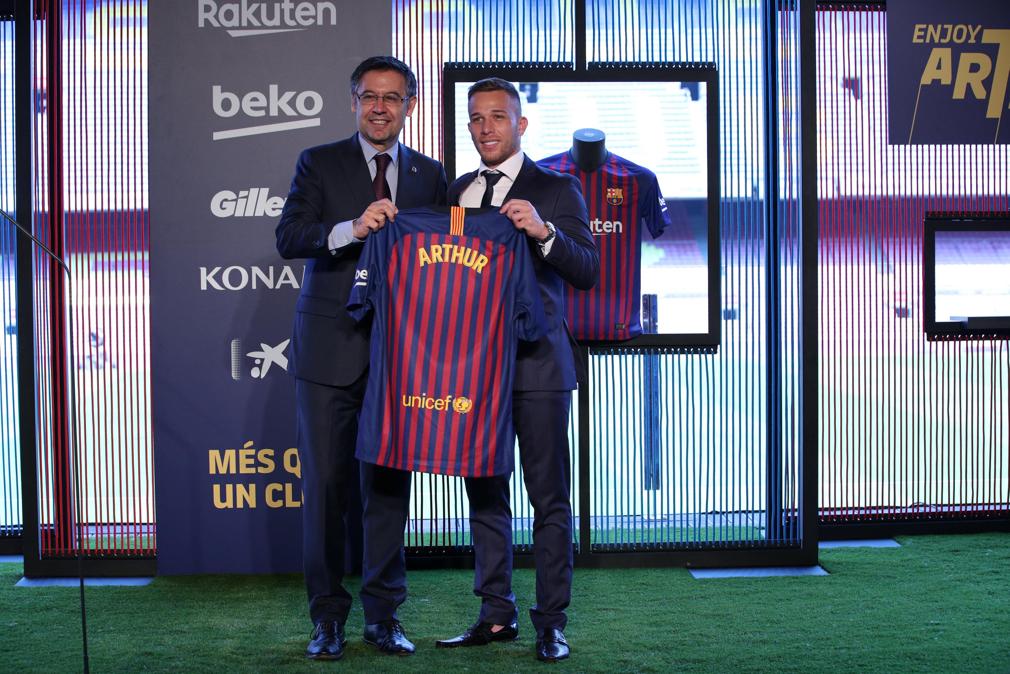 ارثر ميلو لاعب برشلونة الجديد (3)