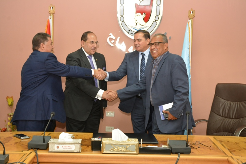 المحافظ يشهد توقيع بروتوكول بين الجامعة وشركة المياه (4)