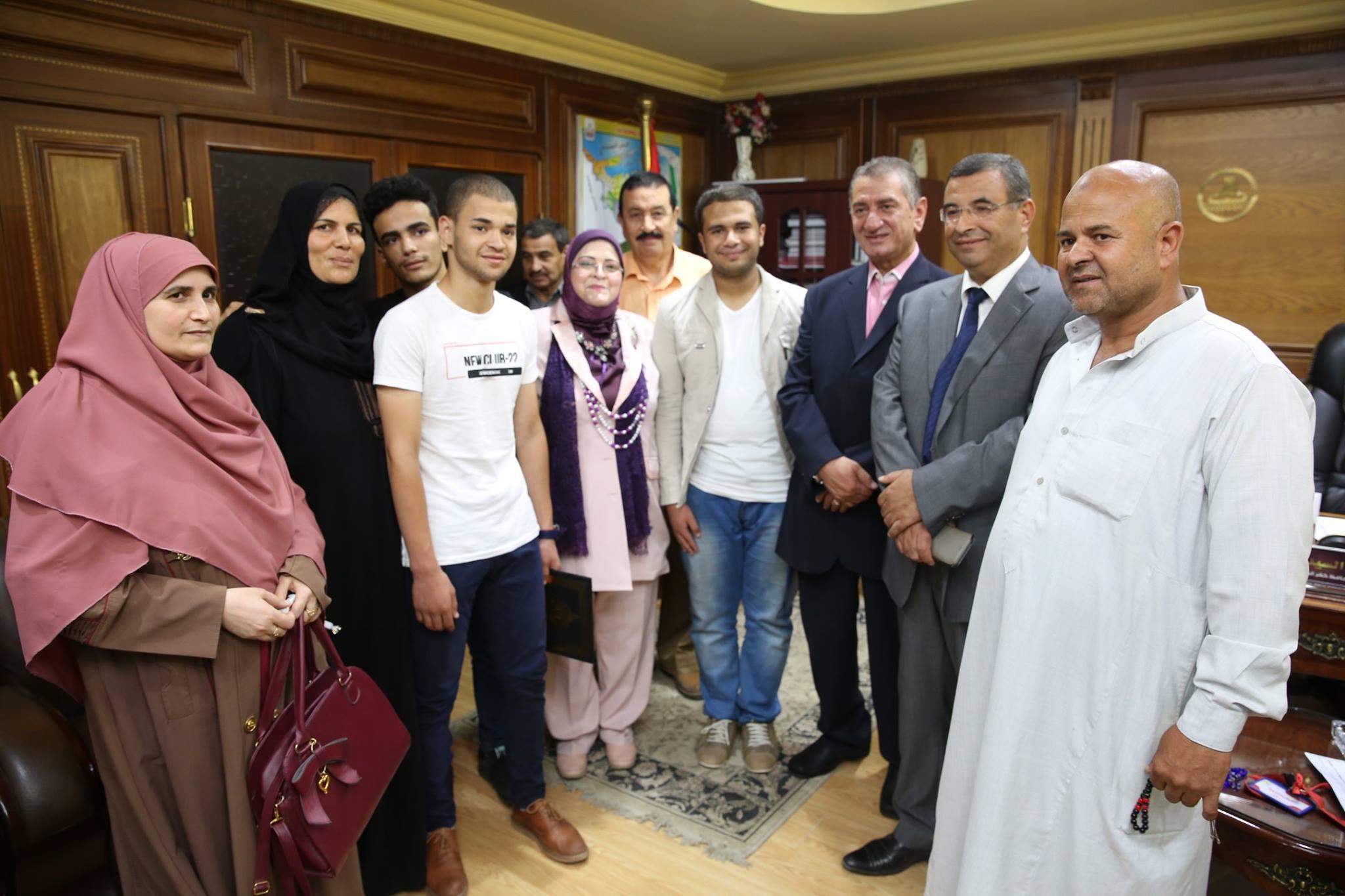 4- محافظ كفر الشيخ مع أسر الطلاب