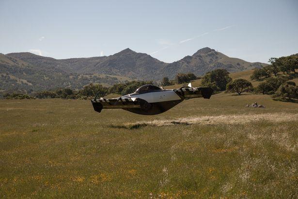 السيارة الطائرة