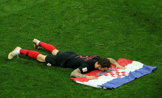 فيرساليكو يقبل علم كرواتيا