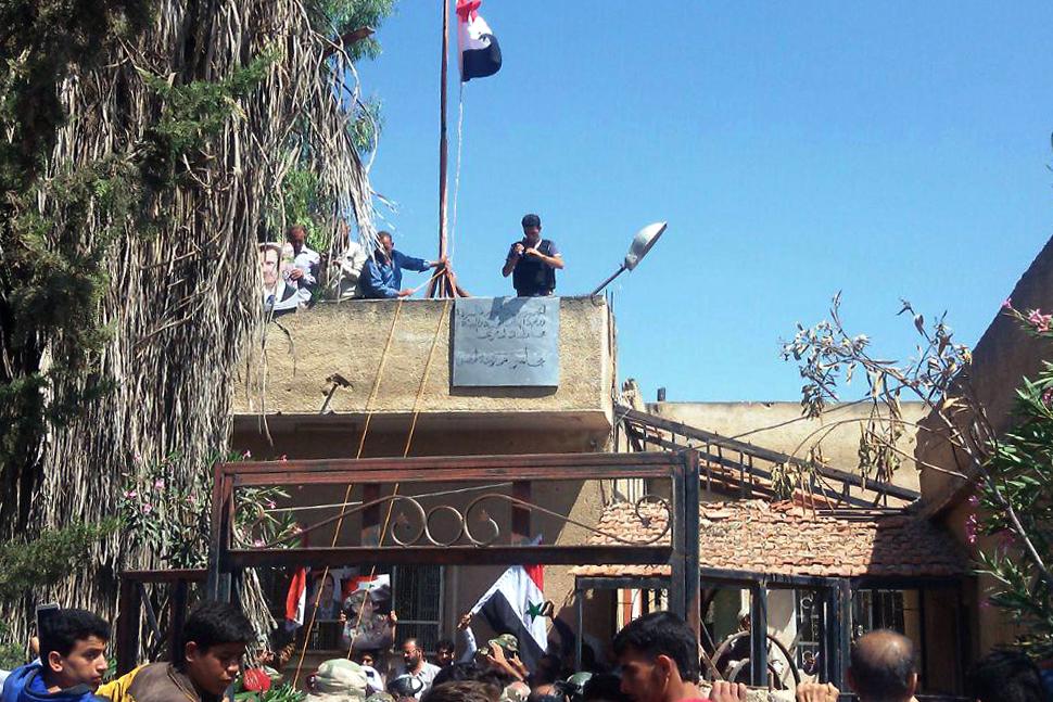 رفع العلم السورى
