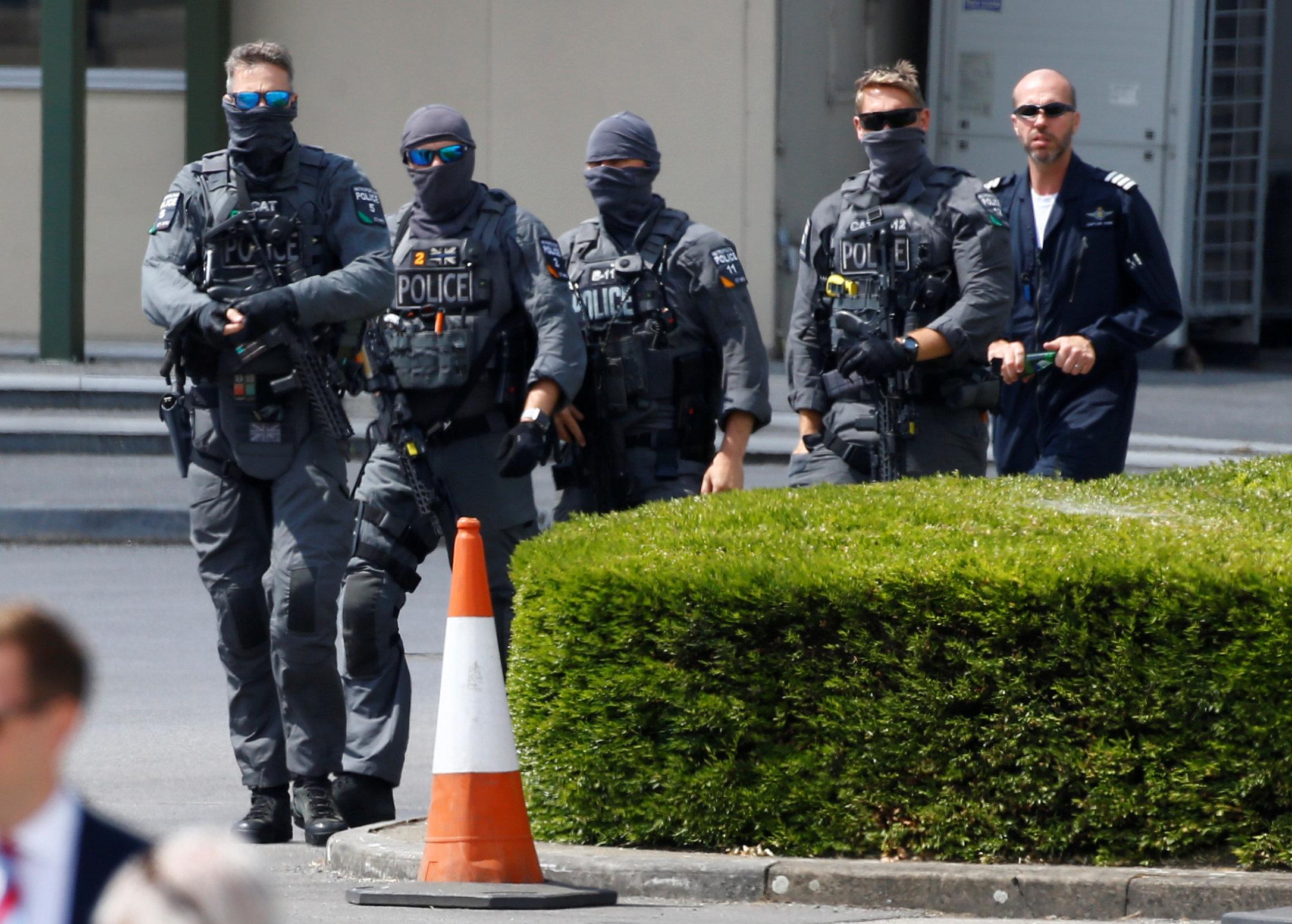 الشرطة المسلحة تنتظر وصول الرئيس الأمريكيى