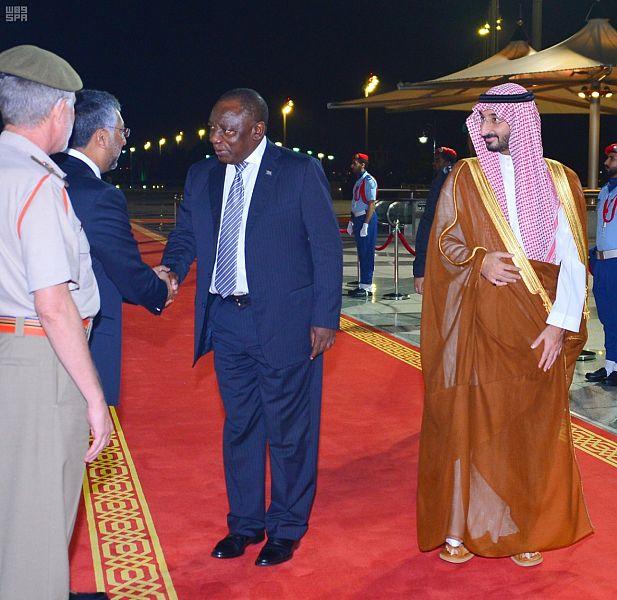 رئيس جنوب أفريقيا يصل المطار