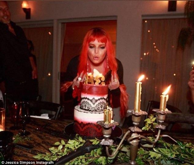 جيسيكا سيمبسون تحتفل بعيد ميلادها الـ 38  (2)