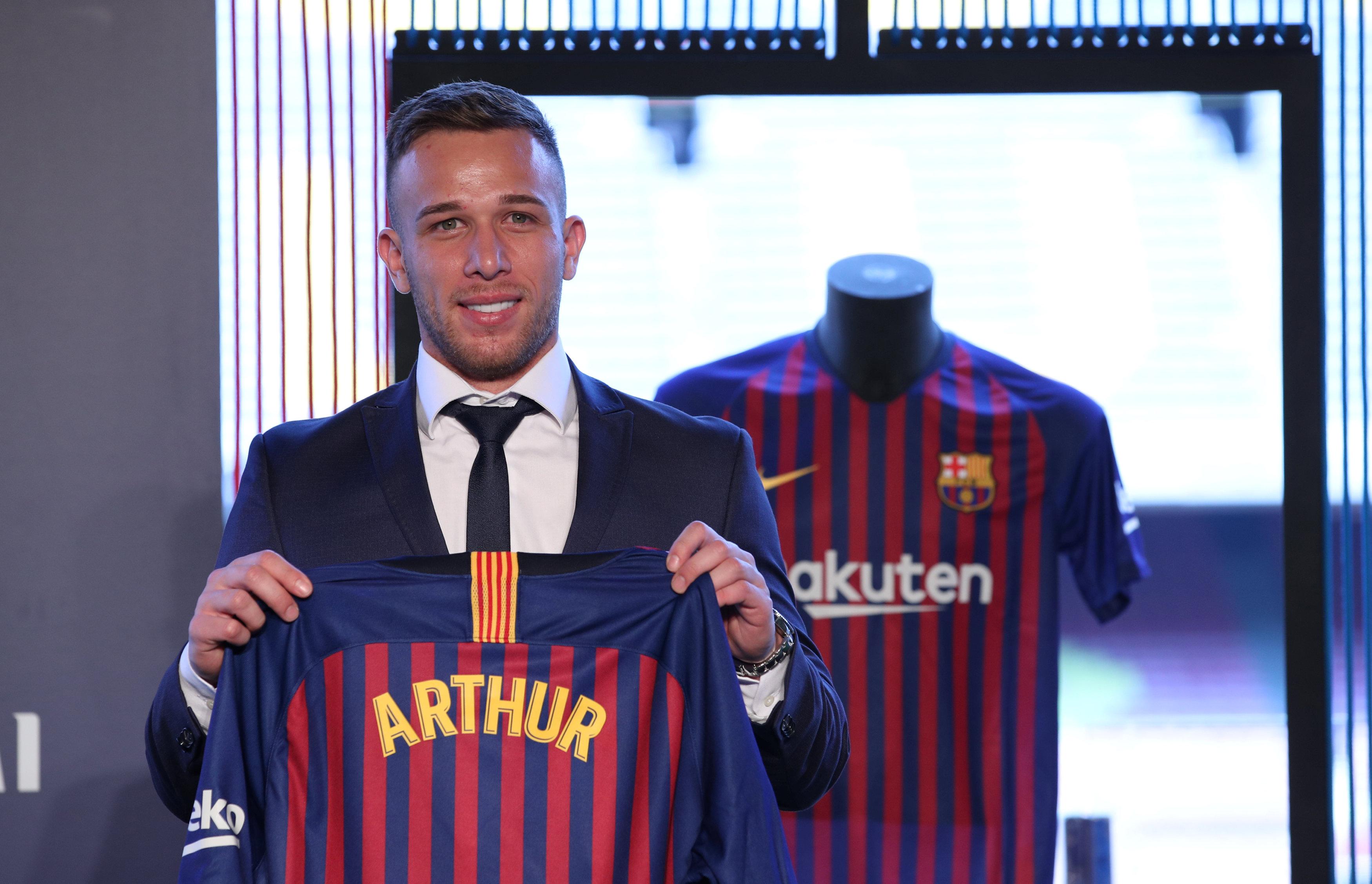 ارثر ميلو لاعب برشلونة الجديد (1)
