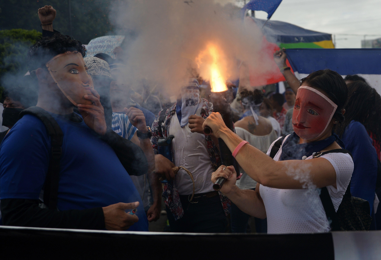 قذيفة هاون محلية الصنع خلال المظاهرات