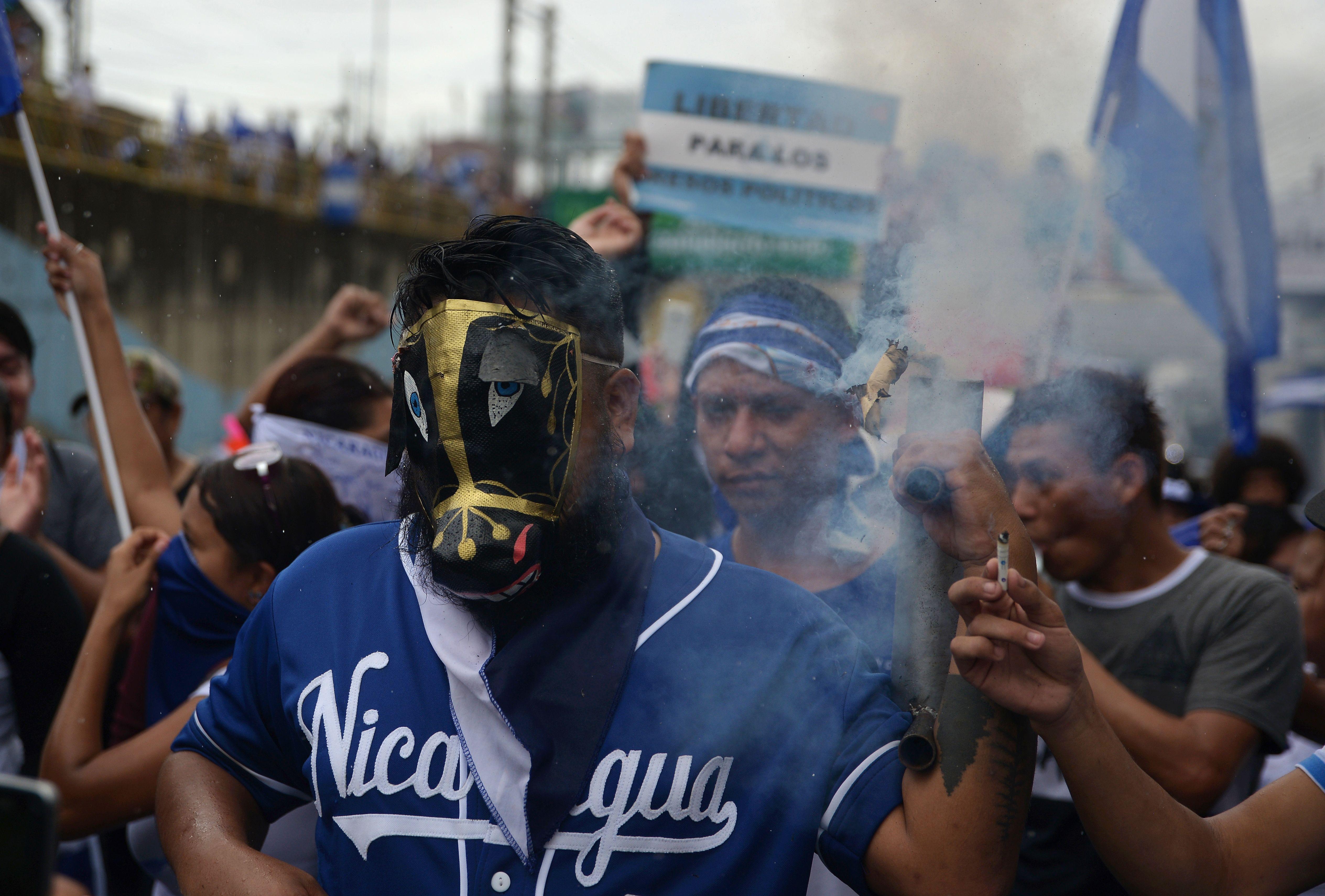 إطلاق قذيفة خلال المظاهرات