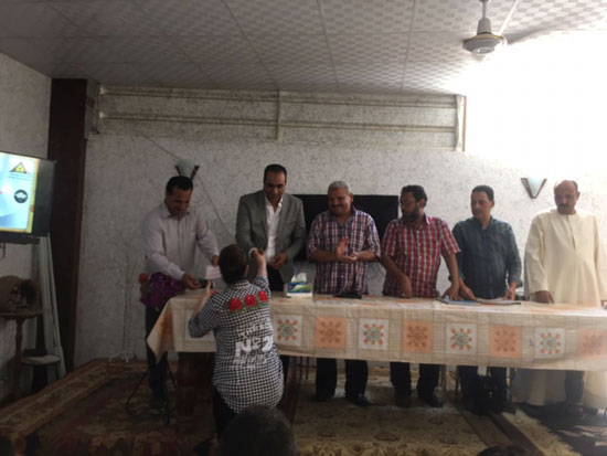 تسليم شهادات محو الأمية لـ 49 من الدارسين بكنيسة العذراء بالكشح فى سوهاج (1)