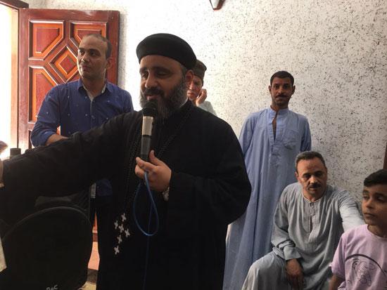 تسليم شهادات محو الأمية لـ 49 من الدارسين بكنيسة العذراء بالكشح فى سوهاج (2)