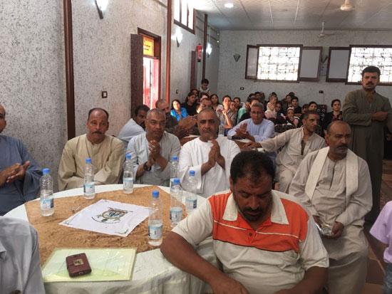 تسليم شهادات محو الأمية لـ 49 من الدارسين بكنيسة العذراء بالكشح فى سوهاج (3)