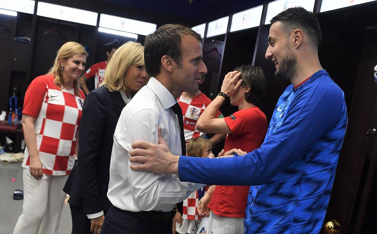 ماكرون مع لاعبى كرواتيا